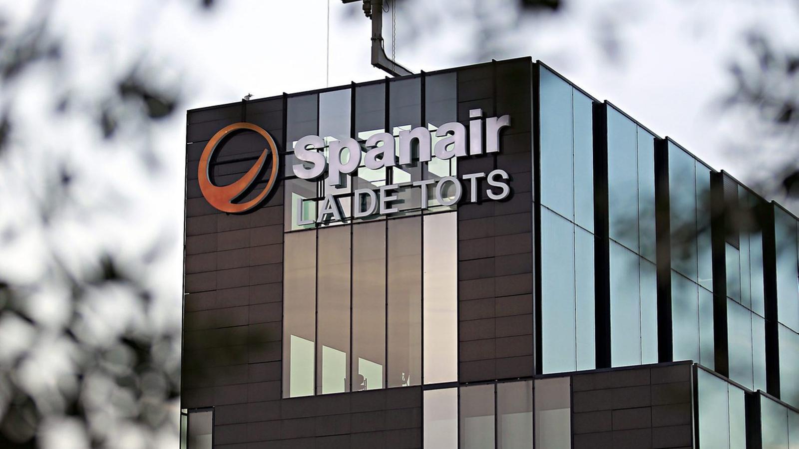 Spanair va fer fallida el 2012, tres anys després de l'entrada de capital català a l'aerolínia.
