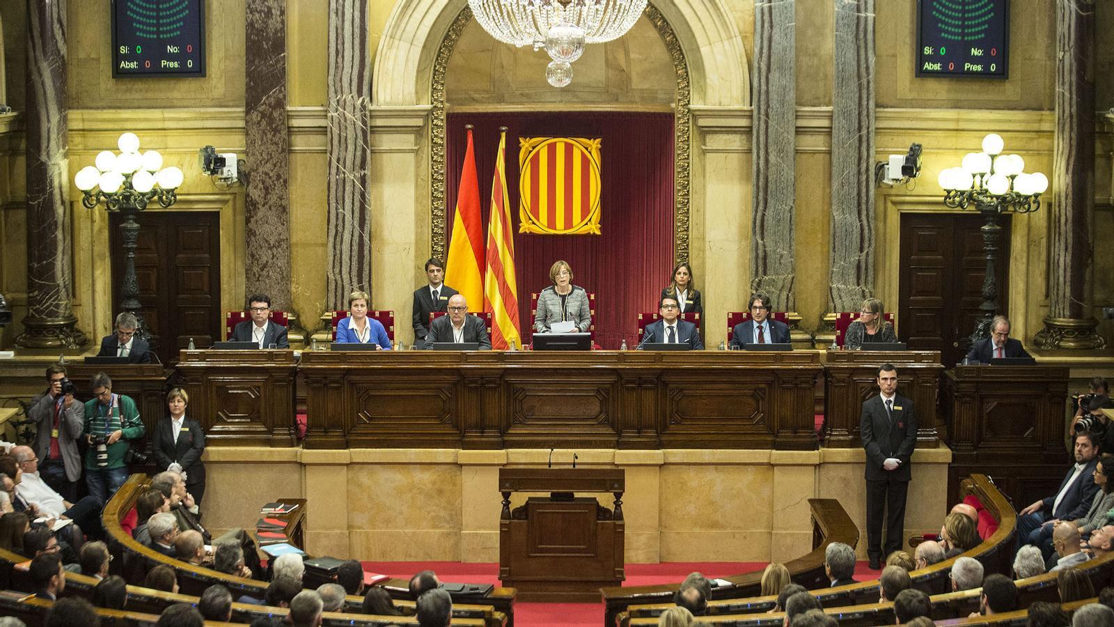 La justícia castiga la mesa del Parlament de l'1-O per desobediència; tancades les botigues a la nit i els centres cívics; a les 21 h, Barça-Ferencváros a la Champions: les claus del dia, amb Antoni Bassas (20/10/2020)