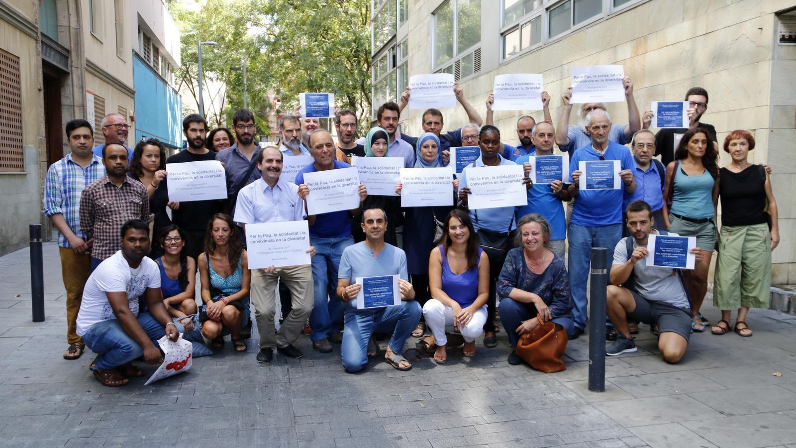 """170 entitats fan una crida a vestir de blau a la manifestació """"perquè es vegi la societat civil"""""""