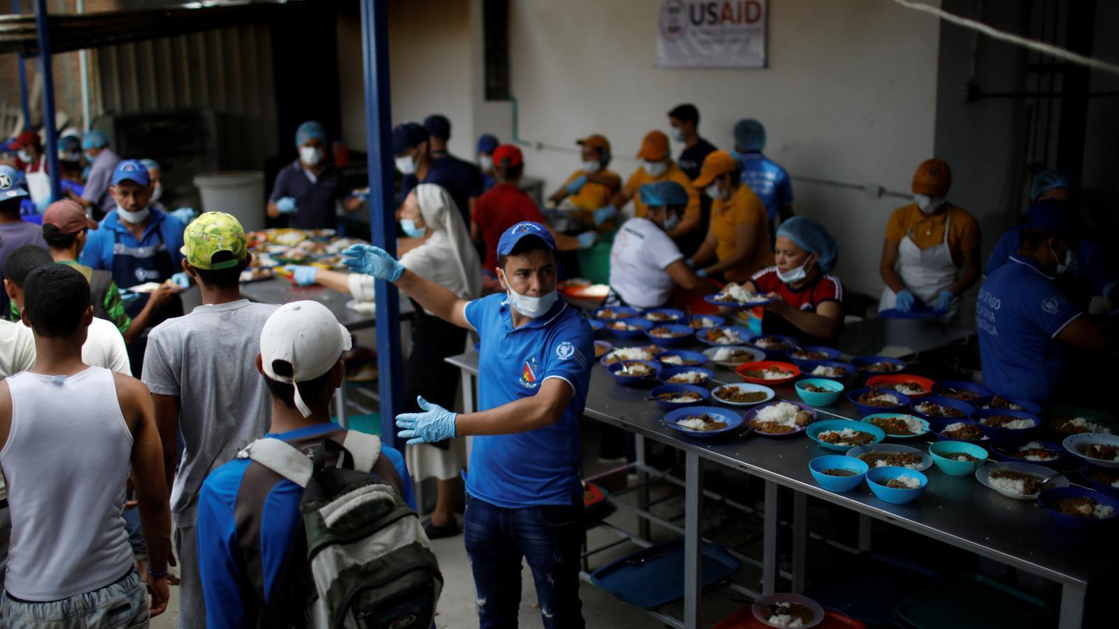 Més de 4.000 veneçolans creuen diàriament la frontera amb Colòmbia per esmorzar