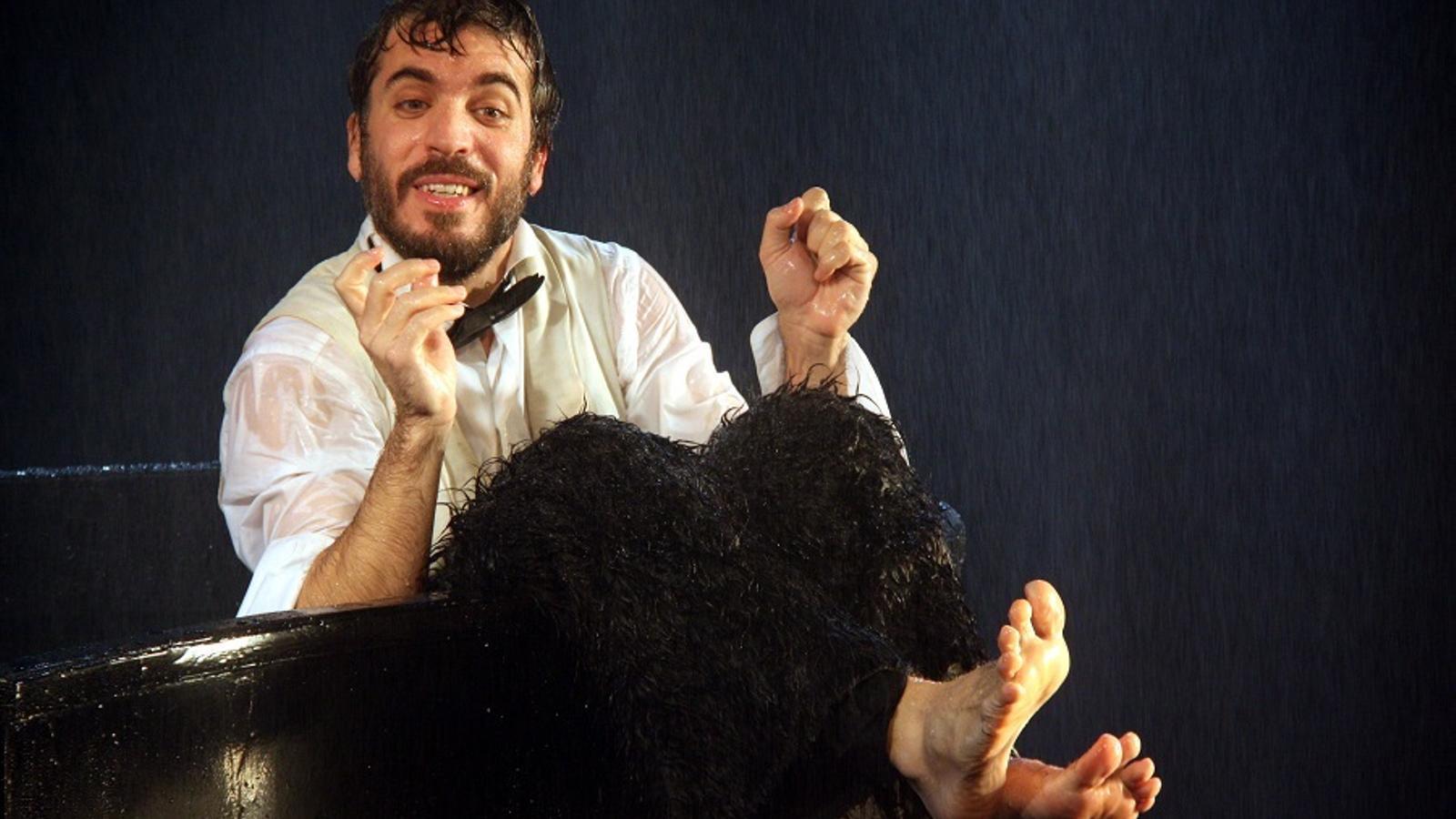 Jordi Oriol, en un moment de l'obra 'L'empestat.