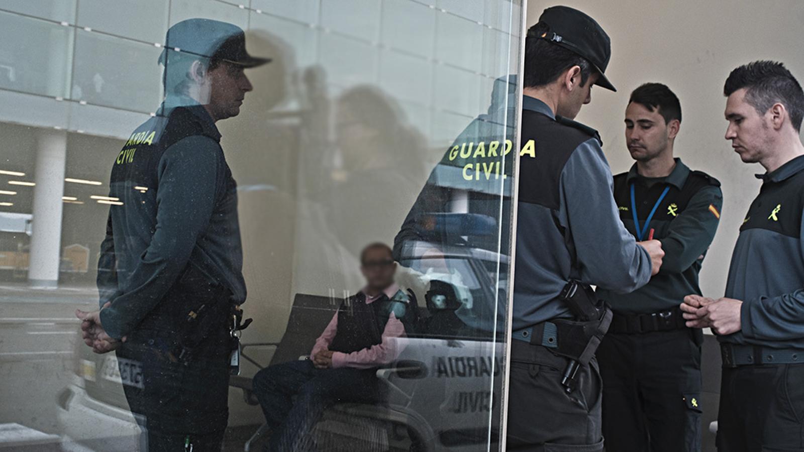 Agents infiltrats intenten introduir bombes a l'aeroport