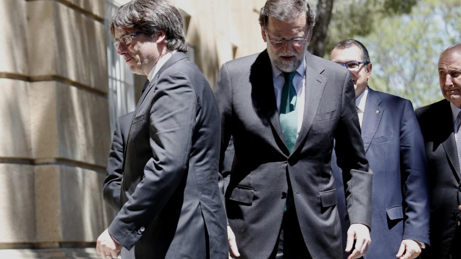 El president de la Generalitat, Carles Puigdemont, i el president del govern espanyol, Mariano Rajoy