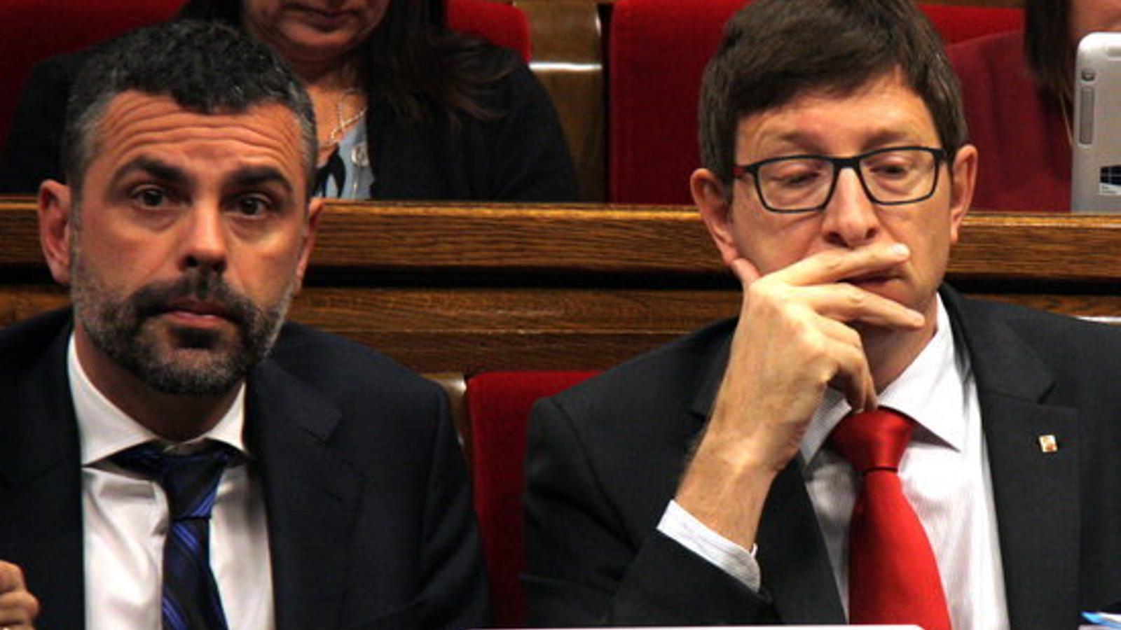 Els consellers de Justícia, Carles Mundó, i el de Cultura, Santi Vila, al Parlament