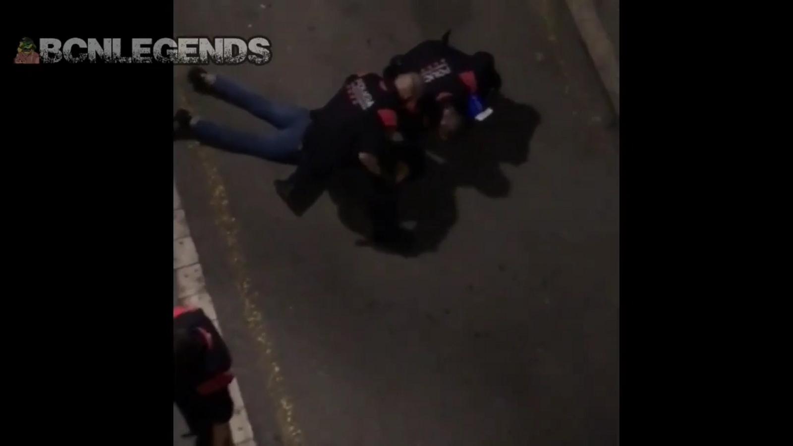 Els Mossos aparten un agent per colpejar un detingut que se saltava el toc de queda