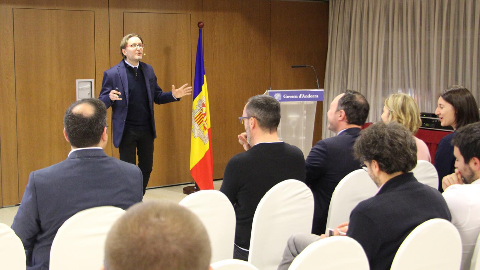 El director tècnic de Prevencontrol, Víctor García, durant la seva intervenció. / M. P. (ANA)