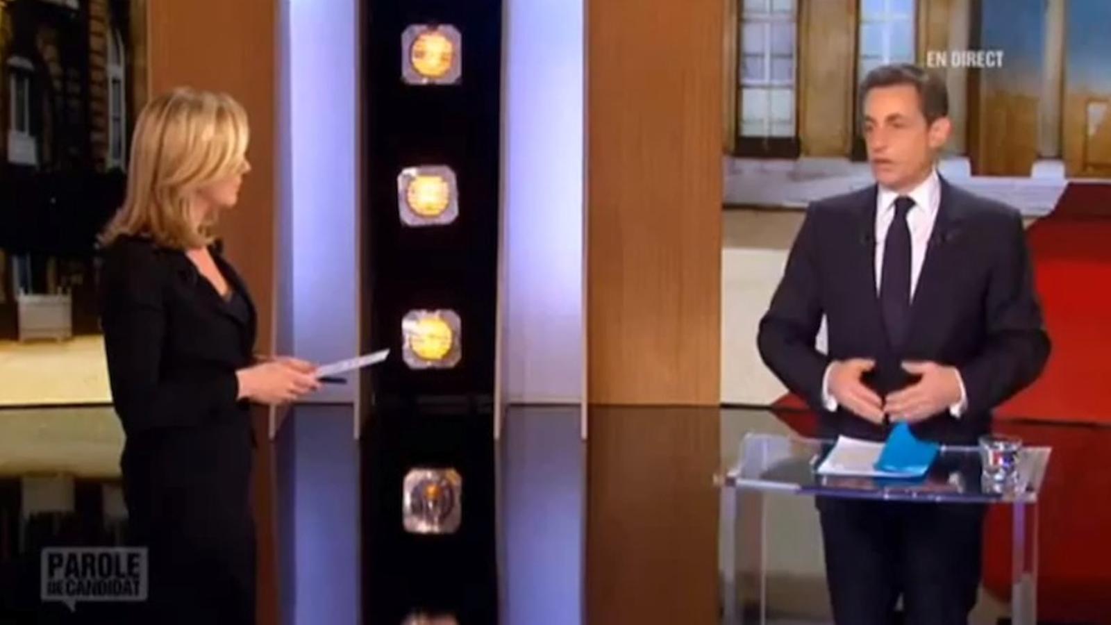 Sarkozy ataca una periodista per preguntar-li si Gaddafi li va finançar la campanya