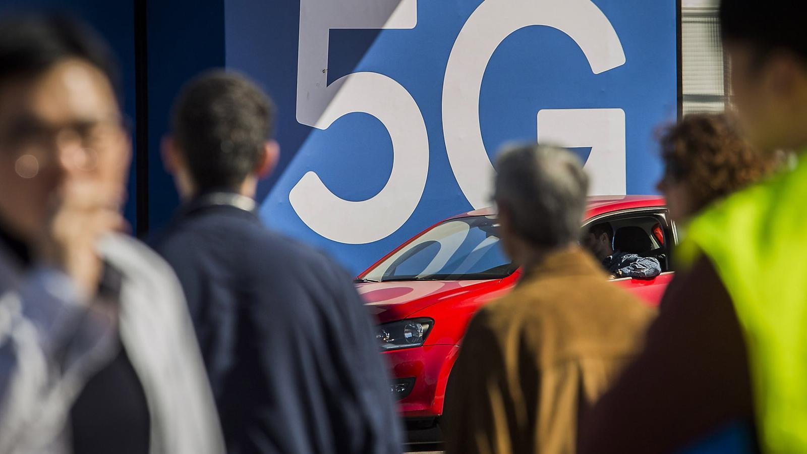 El cotxe del 5G aparca al Mobile