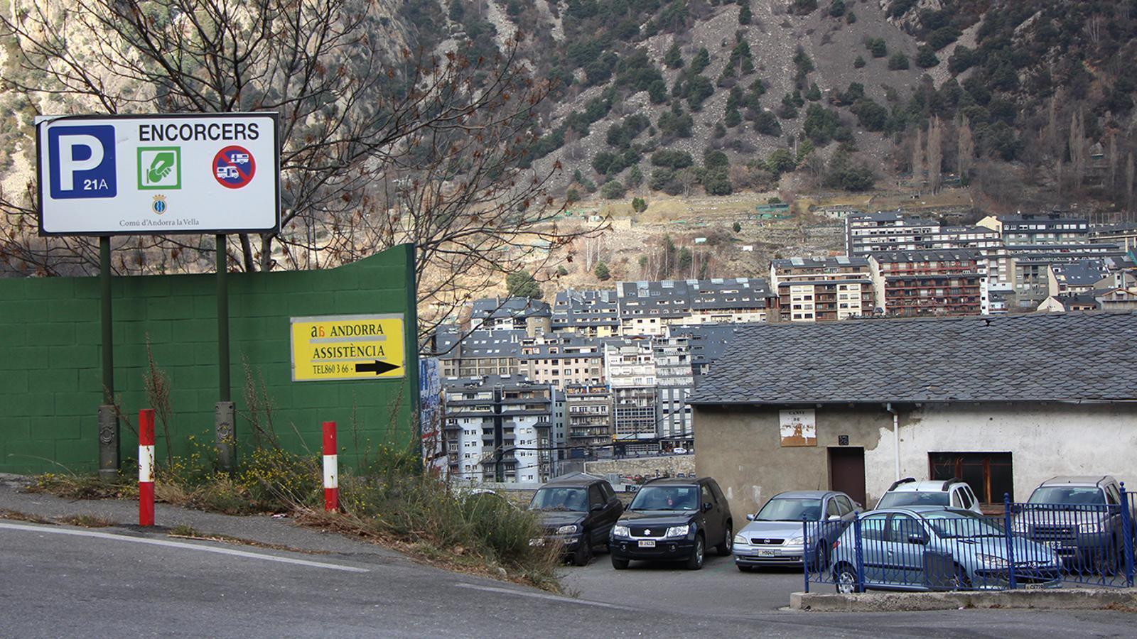 L'entrada actual a l'aparcament d'Encorcers. / M. M. (ANA)