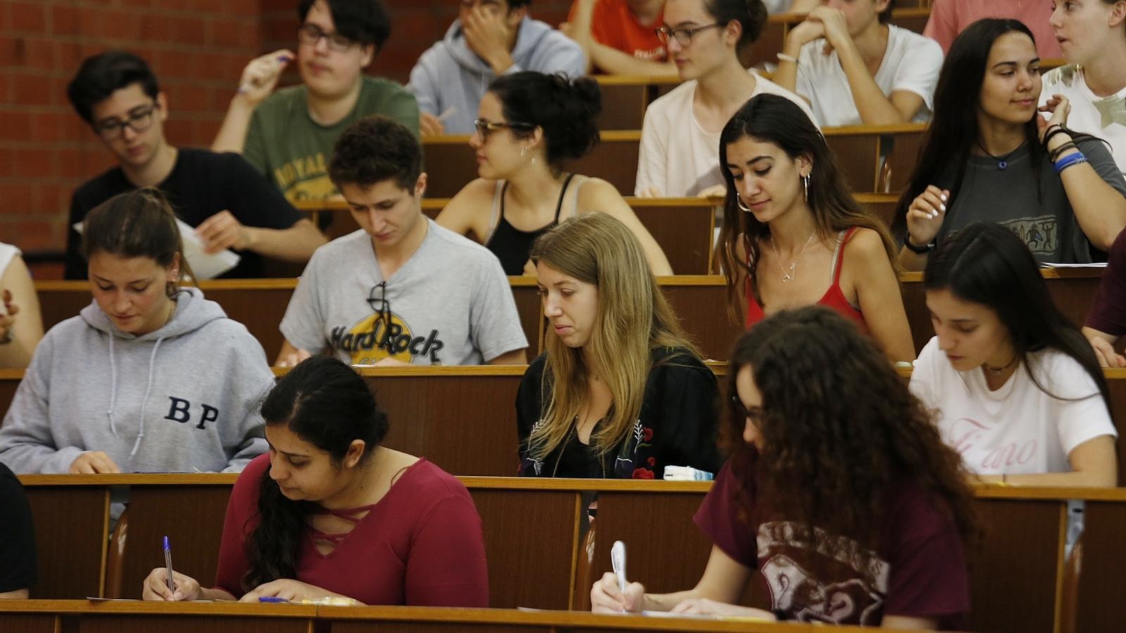 """""""La clau és la constància durant el curs"""": parlen els estudiants amb les millors notes de la selectivitat"""