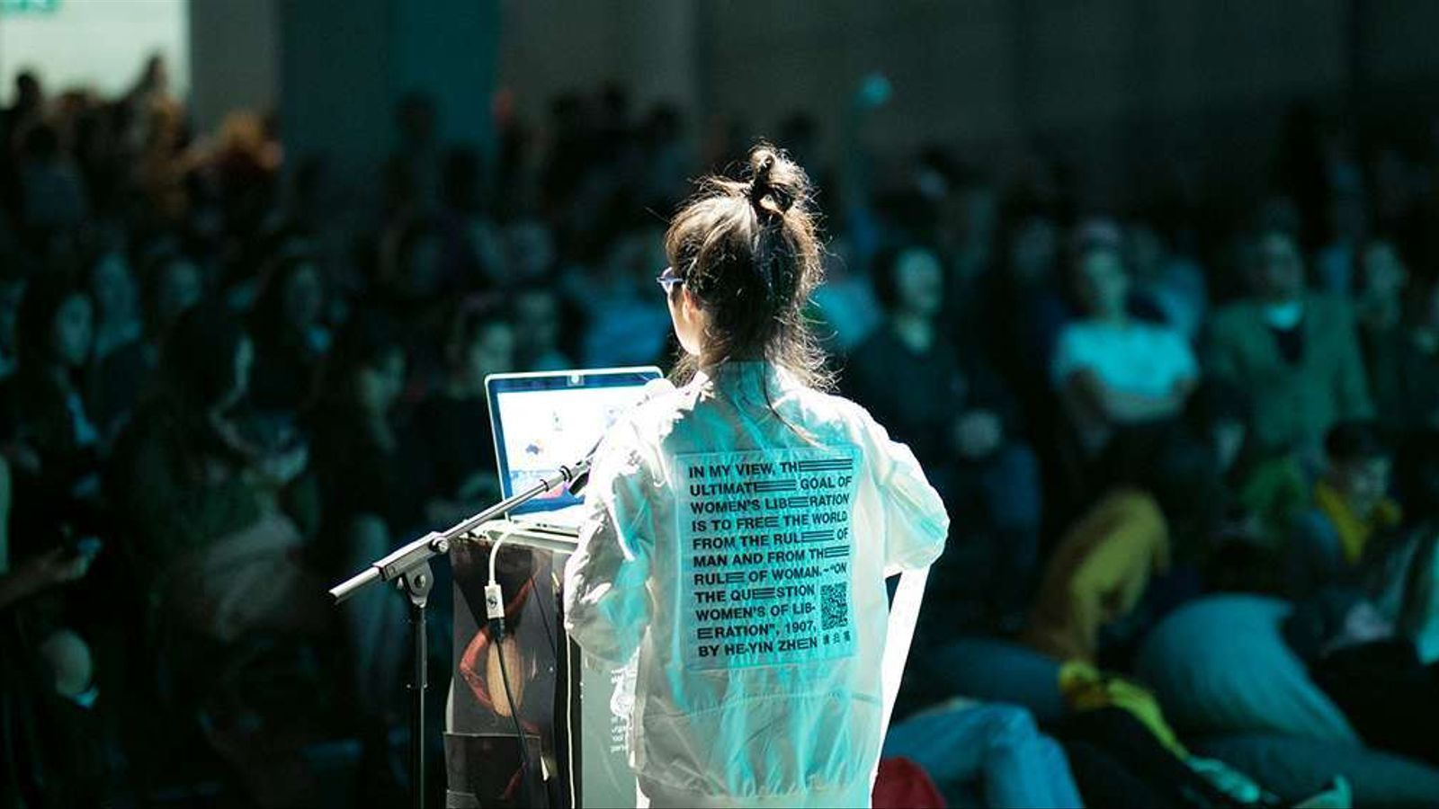 Amy Suo Wu donant una conferència a l'anterior edició