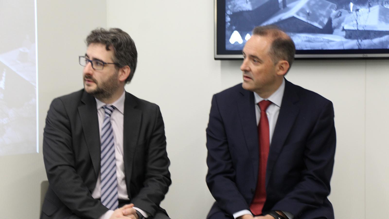 Foto: B. N. El ministre d'Educació i Ensenyament Superior, Eric Jover, i el director general d'Andorra Telecom, Jordi Nadal. / B. N. (ANA)