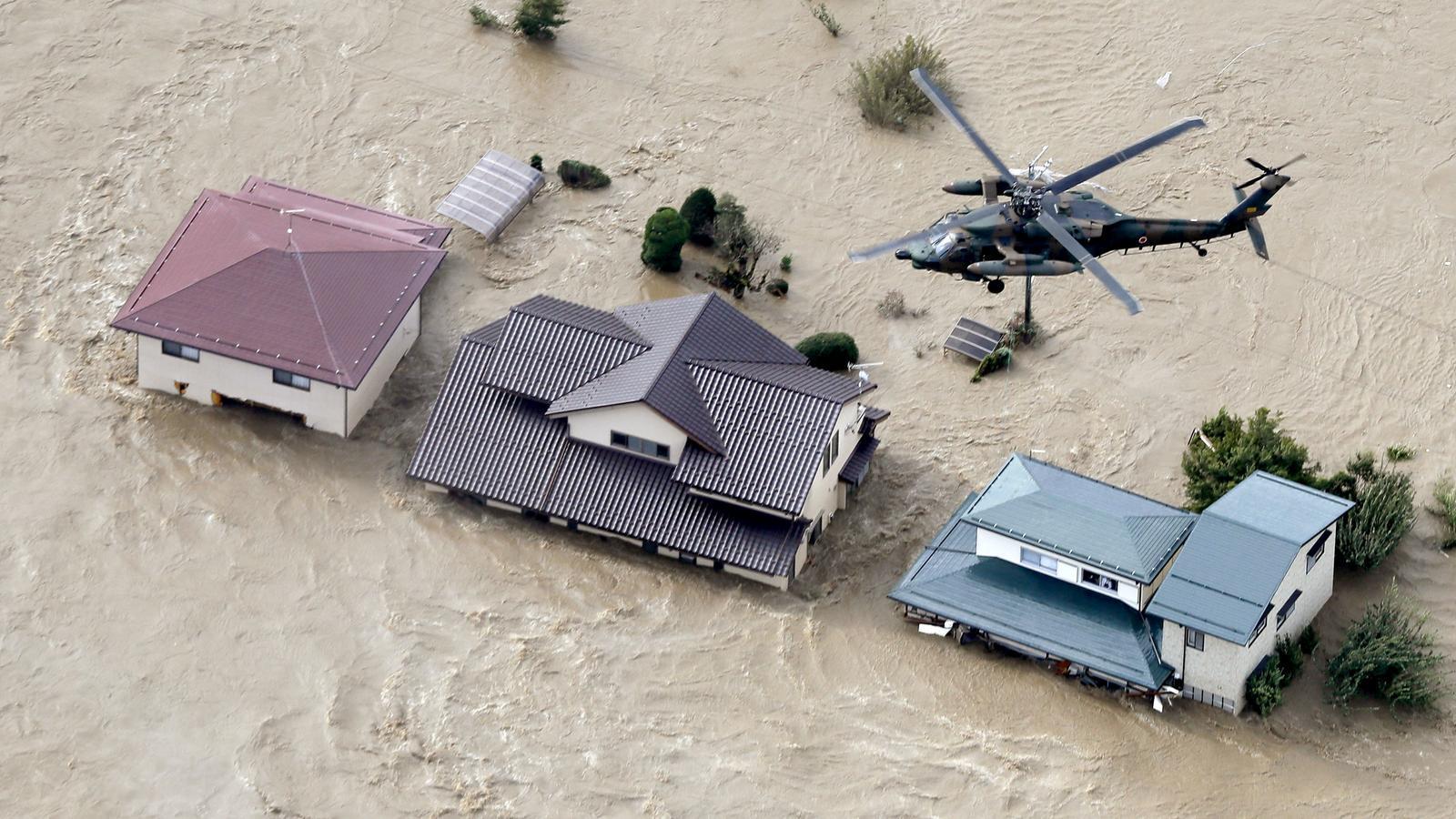 Recull de les imatges  que ha deixat el tifó 'Hagibis' al seu pas pel Japó