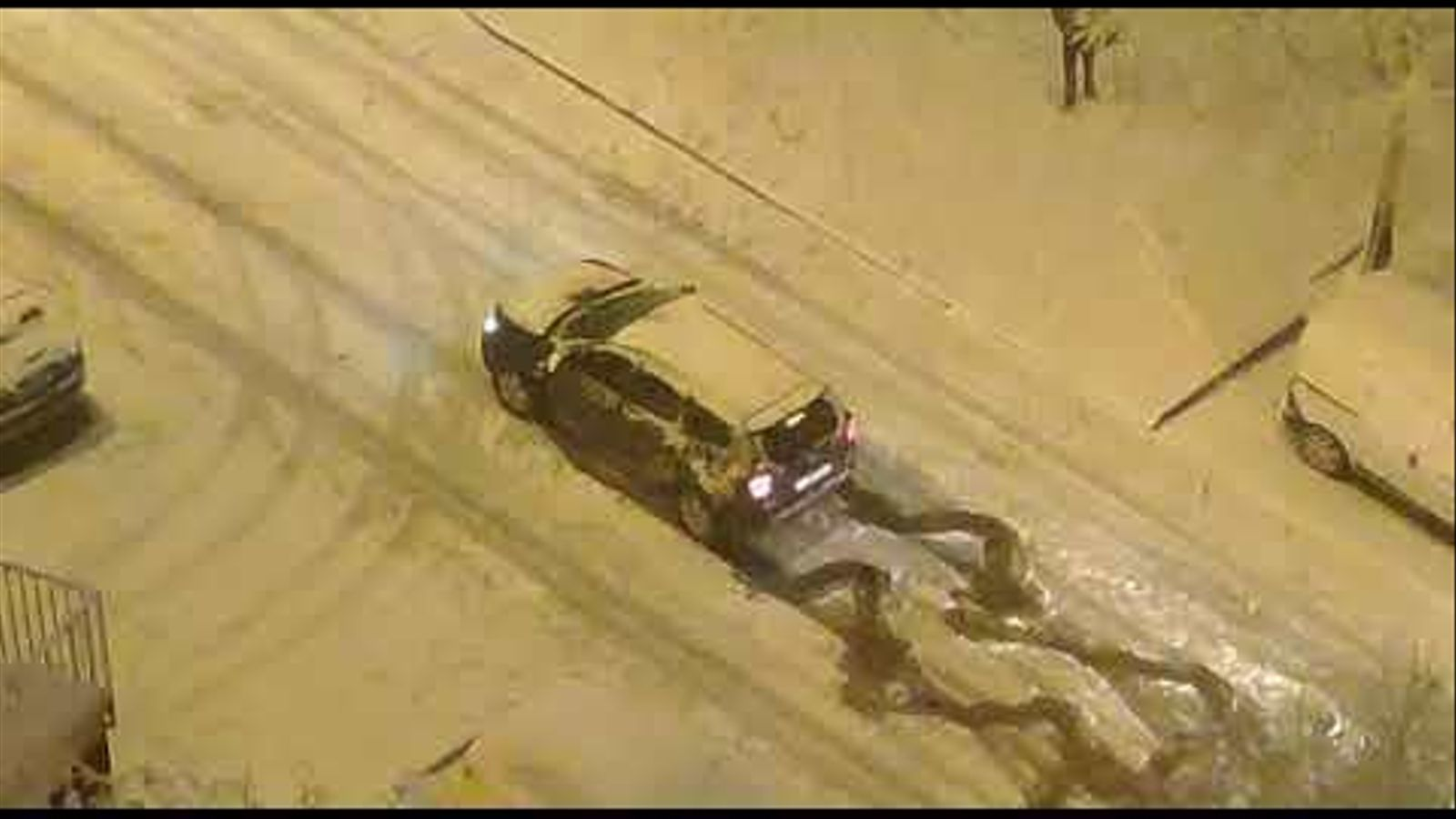 Un Quatre Llaunes deixa en evidència un SUV modern en ple temporal de neu