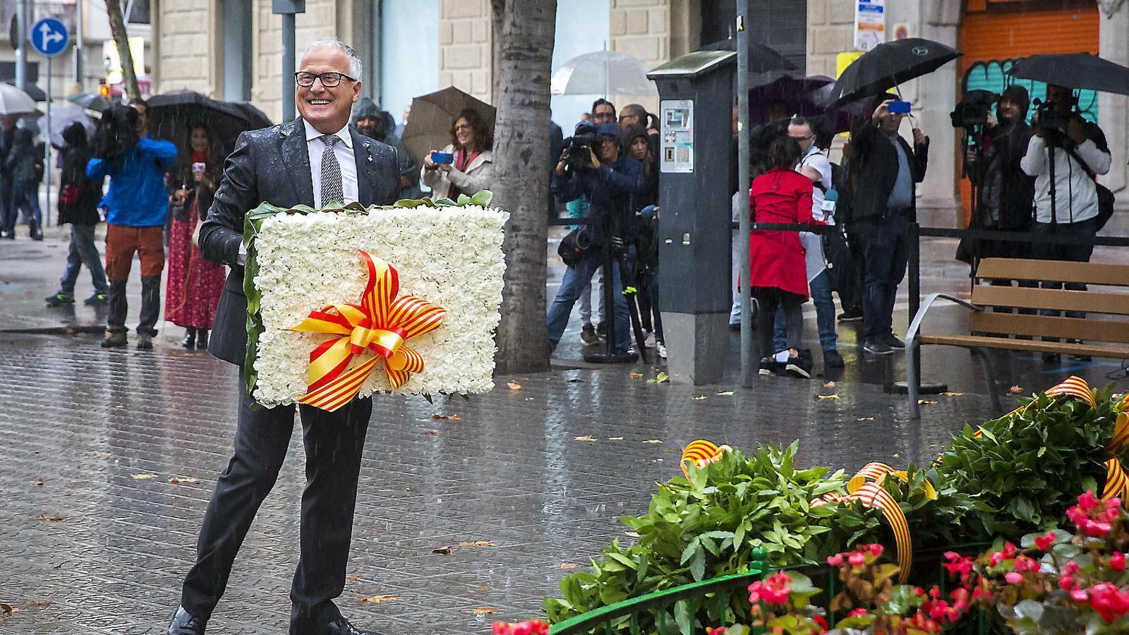 El líder del PP a Barcelona, Josep Bou, en l'ofrena floral a Rafael Casanova.