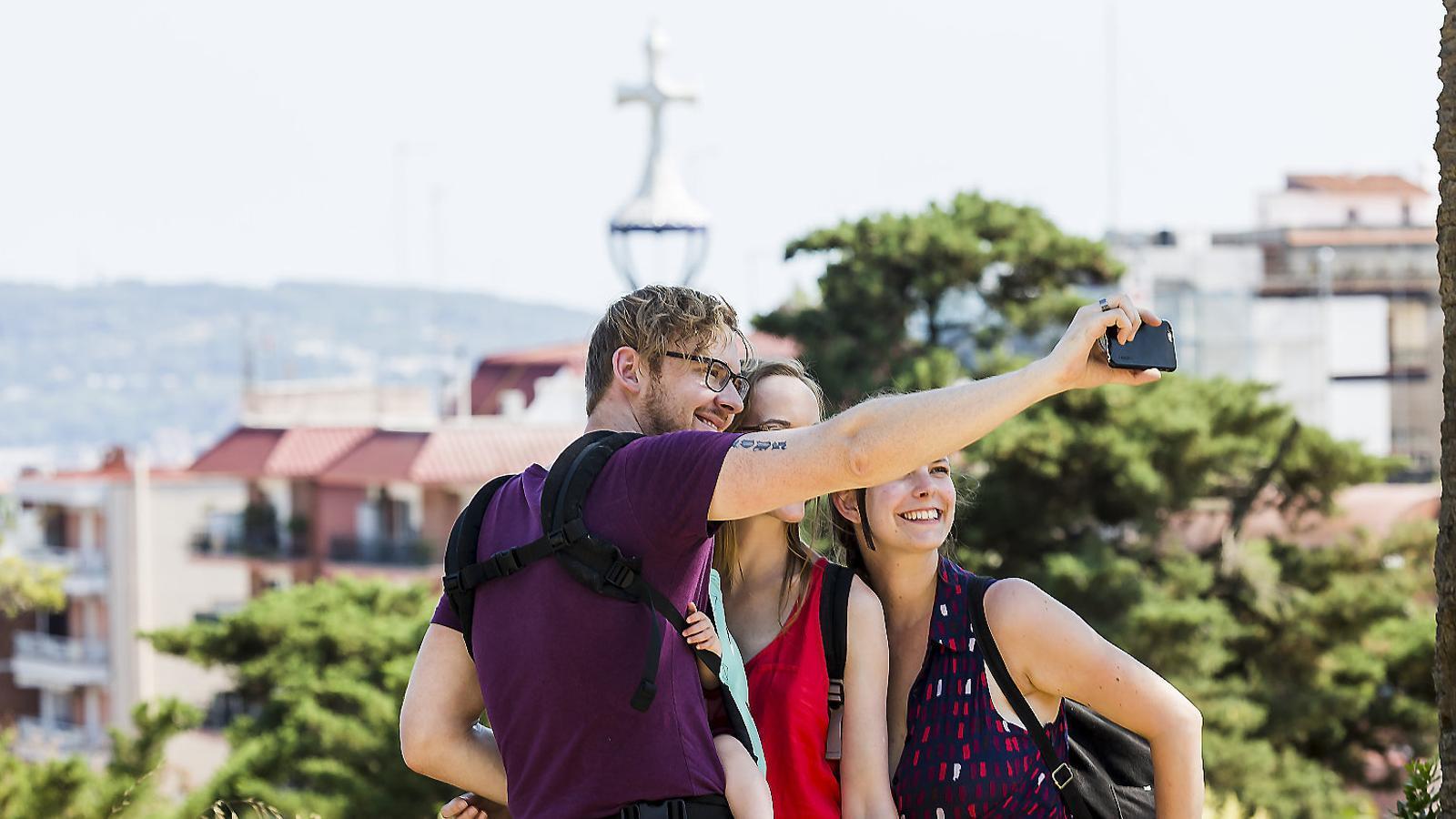 Al turisme no li surten els números