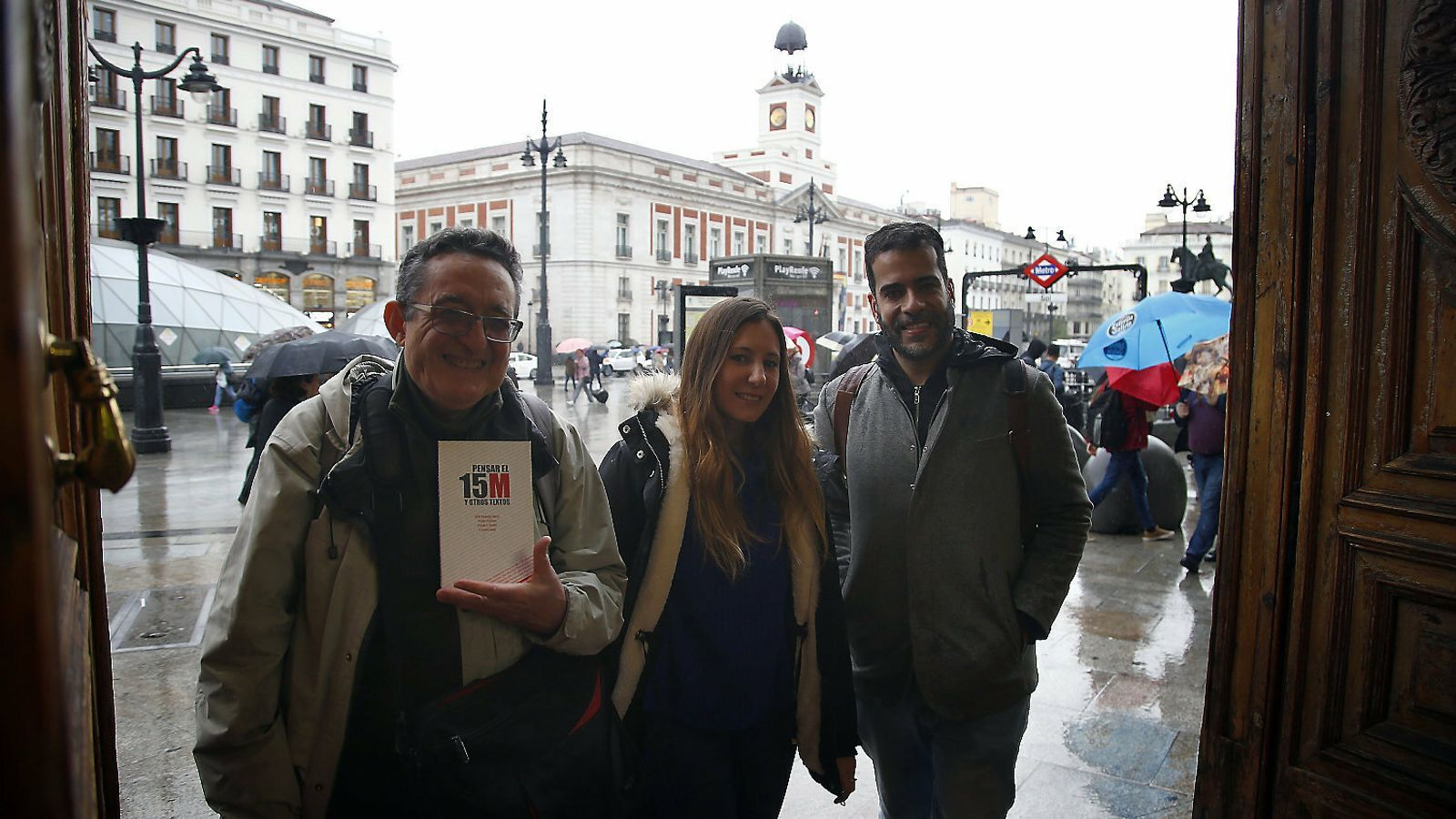 Félix Rodrigo Mora, Paula Martín i Fabio Gándara, a Sol, Madrid, vuit anys després del 15-M.