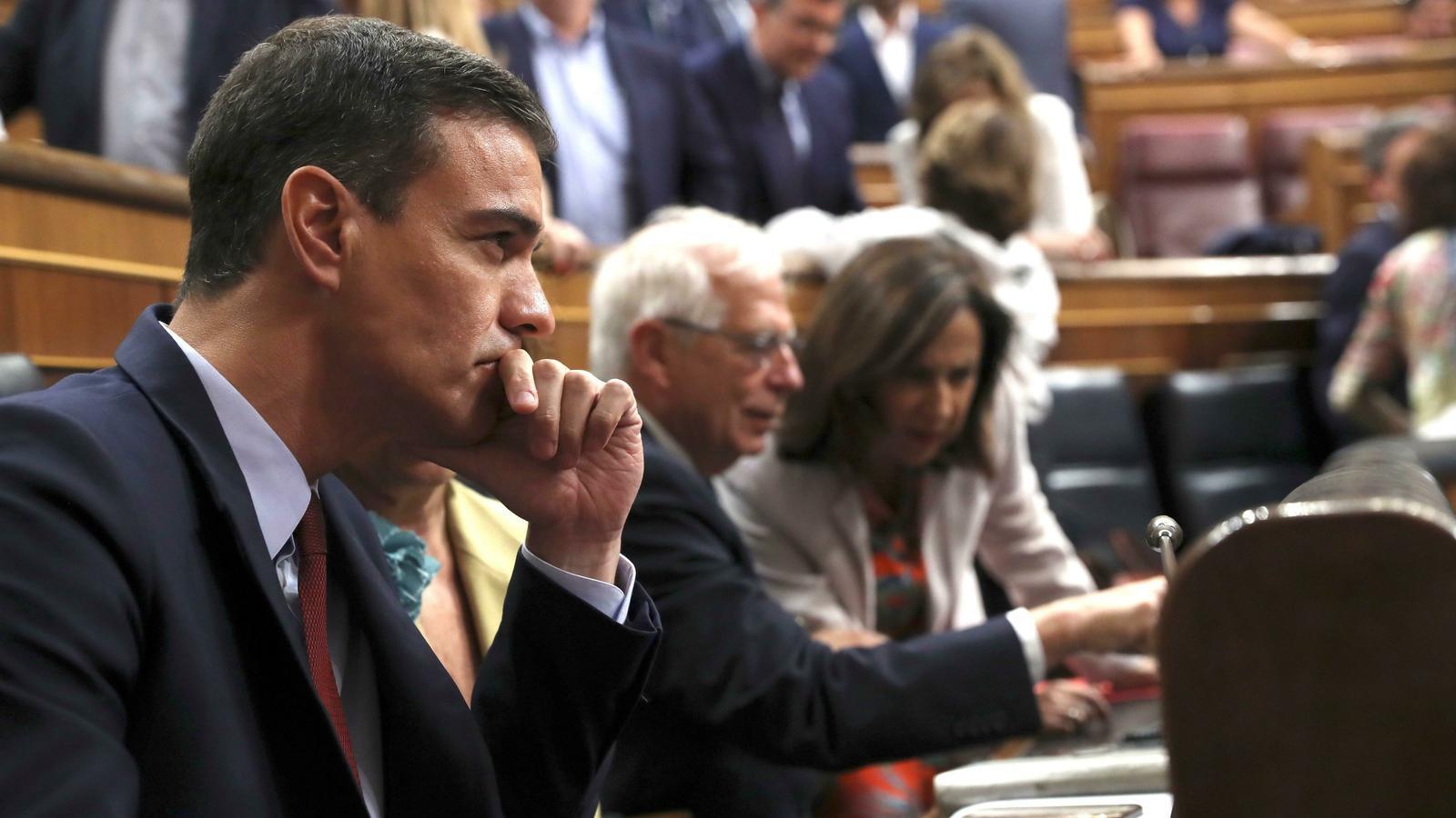 Sánchez fa un discurs d'investidura social amb pocs gestos a Podem i sense mencions a Catalunya