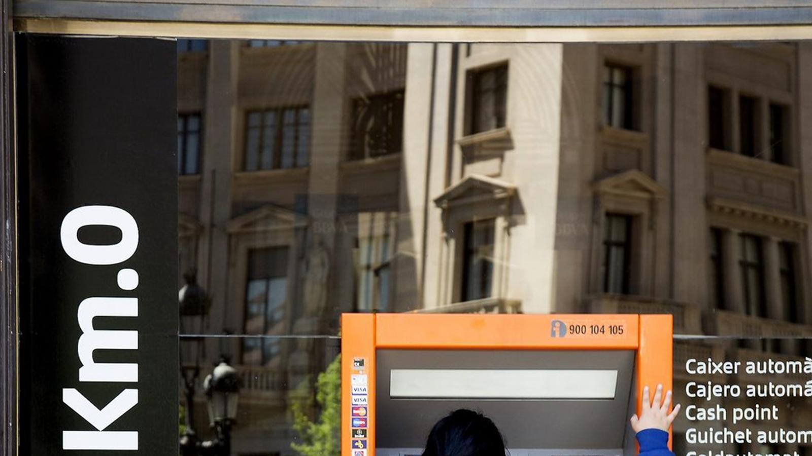 Catalunyacaixa i bbva tindran empleats menys a catalunya for Bbva oficines barcelona