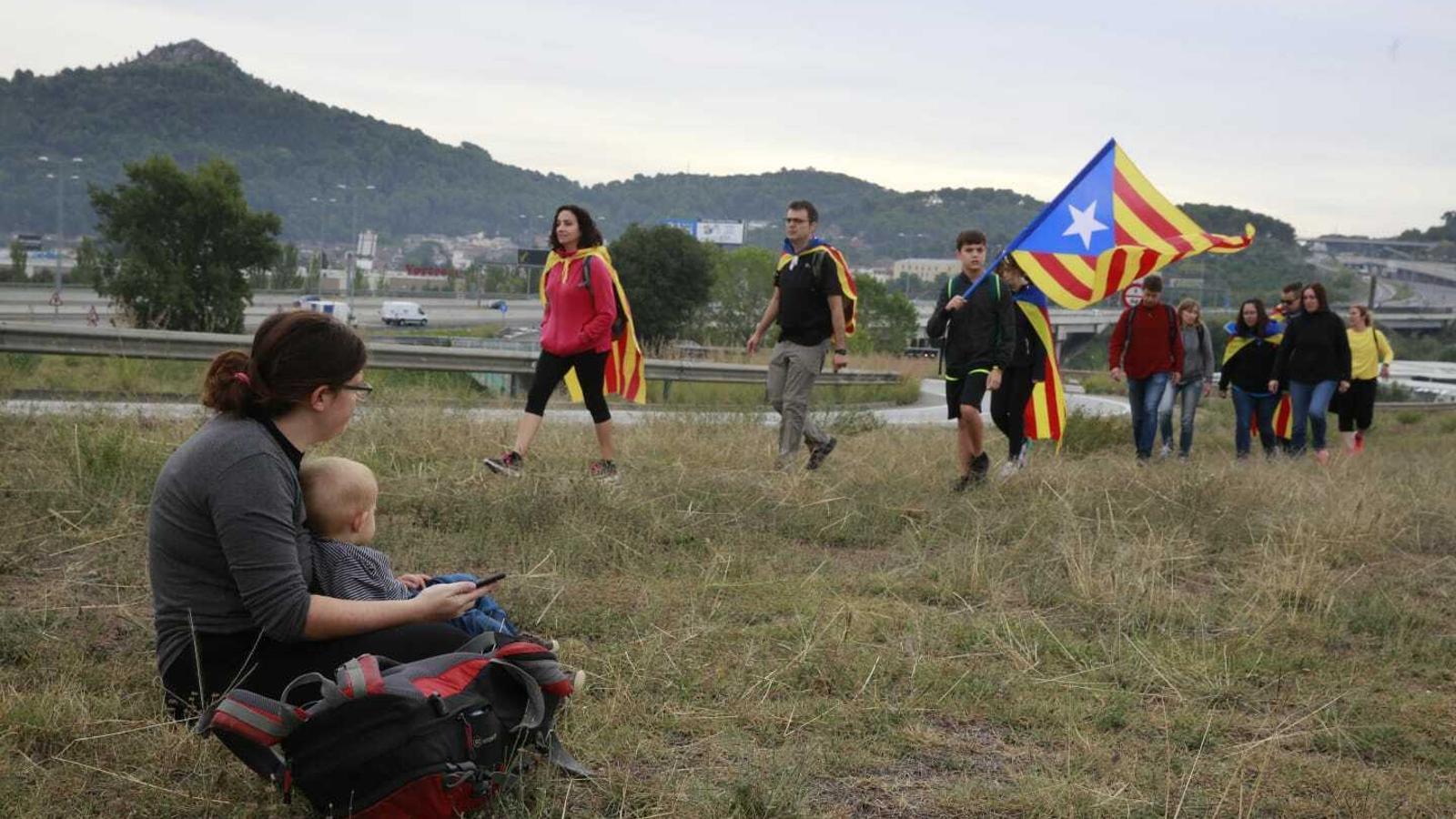 La columna de Tàrrega i Tarragona al seu pas per Cerdanyola del Vallès a la C-58