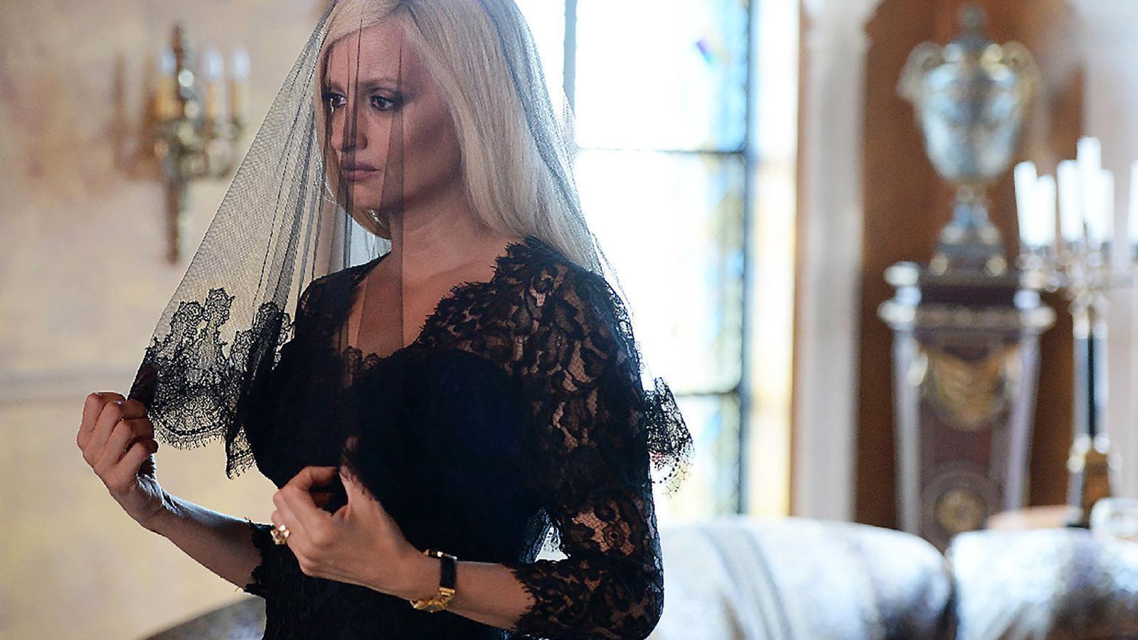 Penélope Cruz interpreta Donatella Versace, que dirigeix la firma de moda des de la mort del dissenyador.