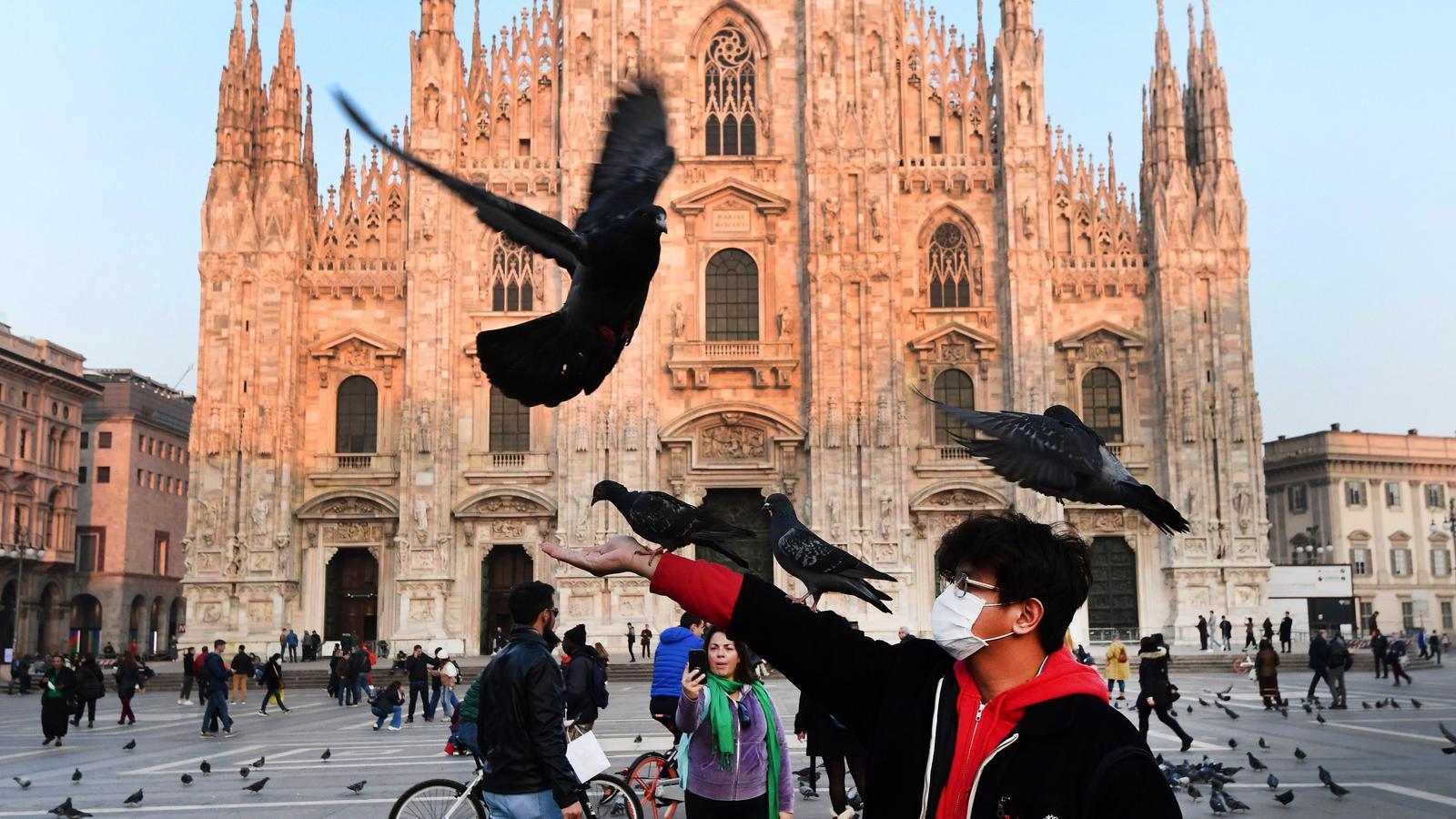 Piazza del Duomo del centre de Milà, Itàlia