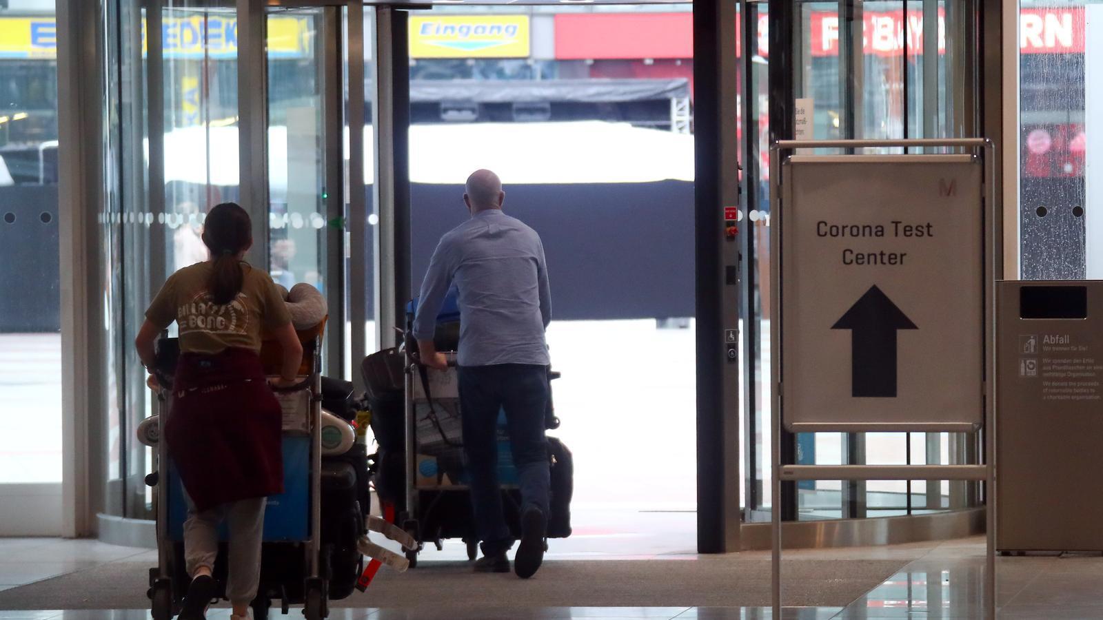 Tests en aeroports i estacions d'Alemanya per als procedents de zones de risc