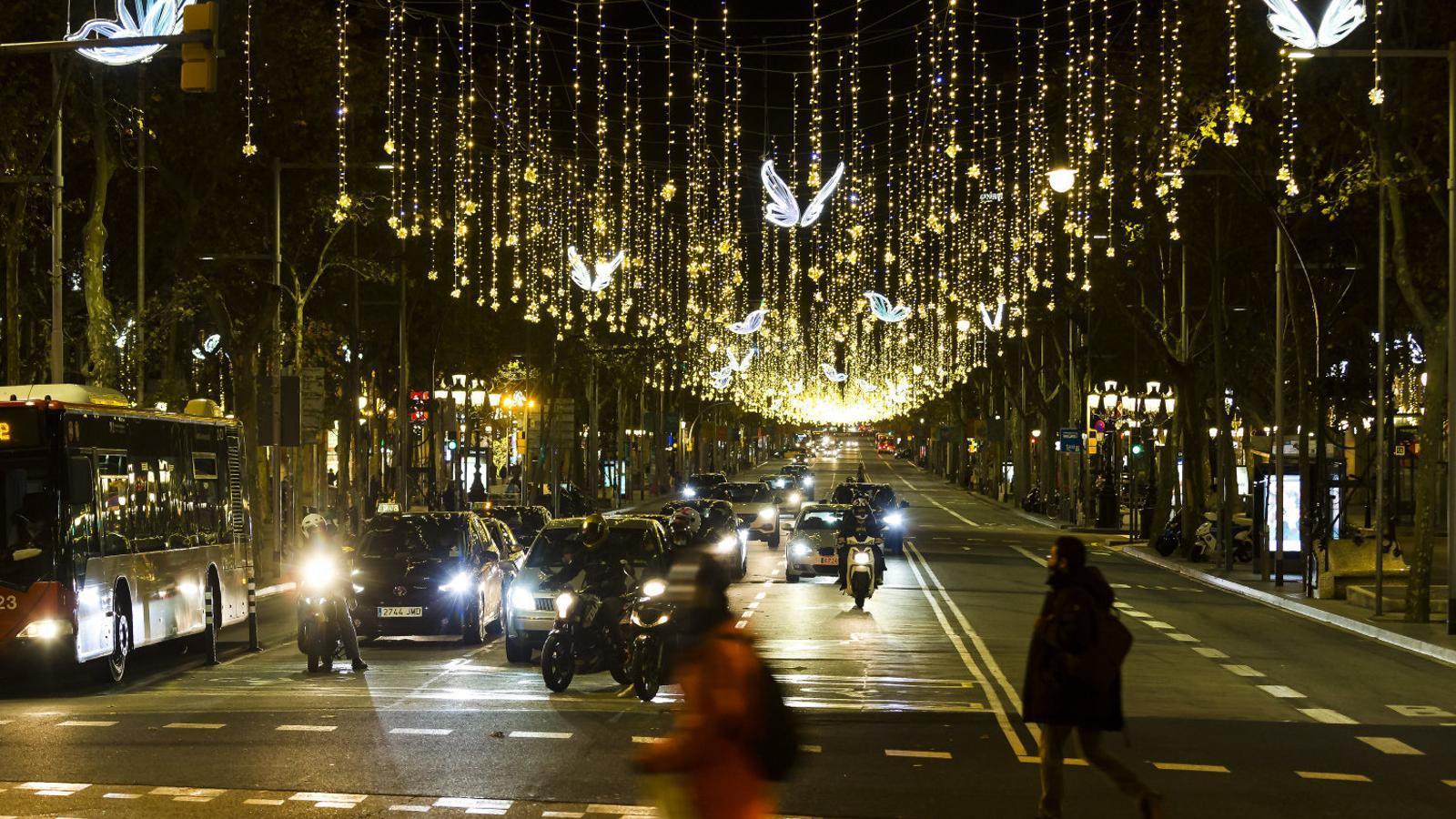 El passeig de Gràcia de Barcelona amb la il·luminació de Nadal.