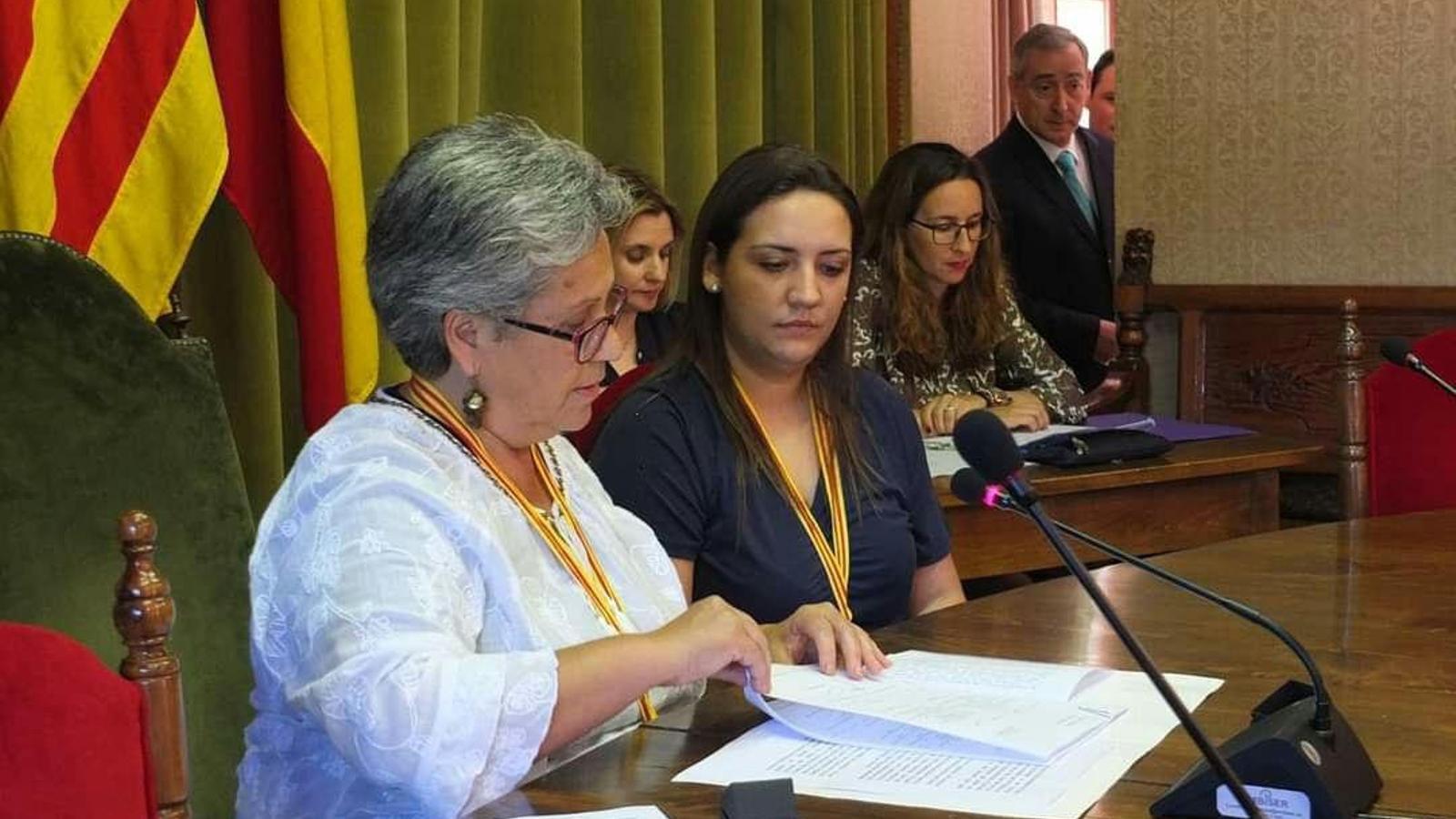La regidora de Podemos Sóller, Cati Pizà (esquerra).