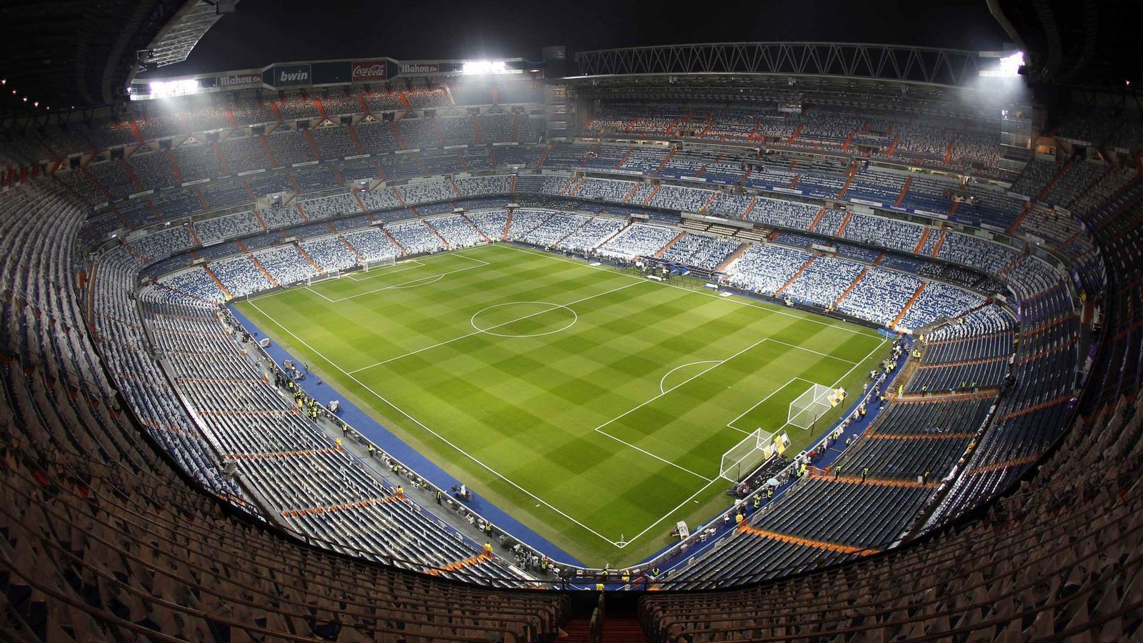Imatge panoràmica del Santiago Bernabéu. Uns terrenys pròxims a l'estadi blanc formen part de les informacions que està analitzant la Comissió Europea.