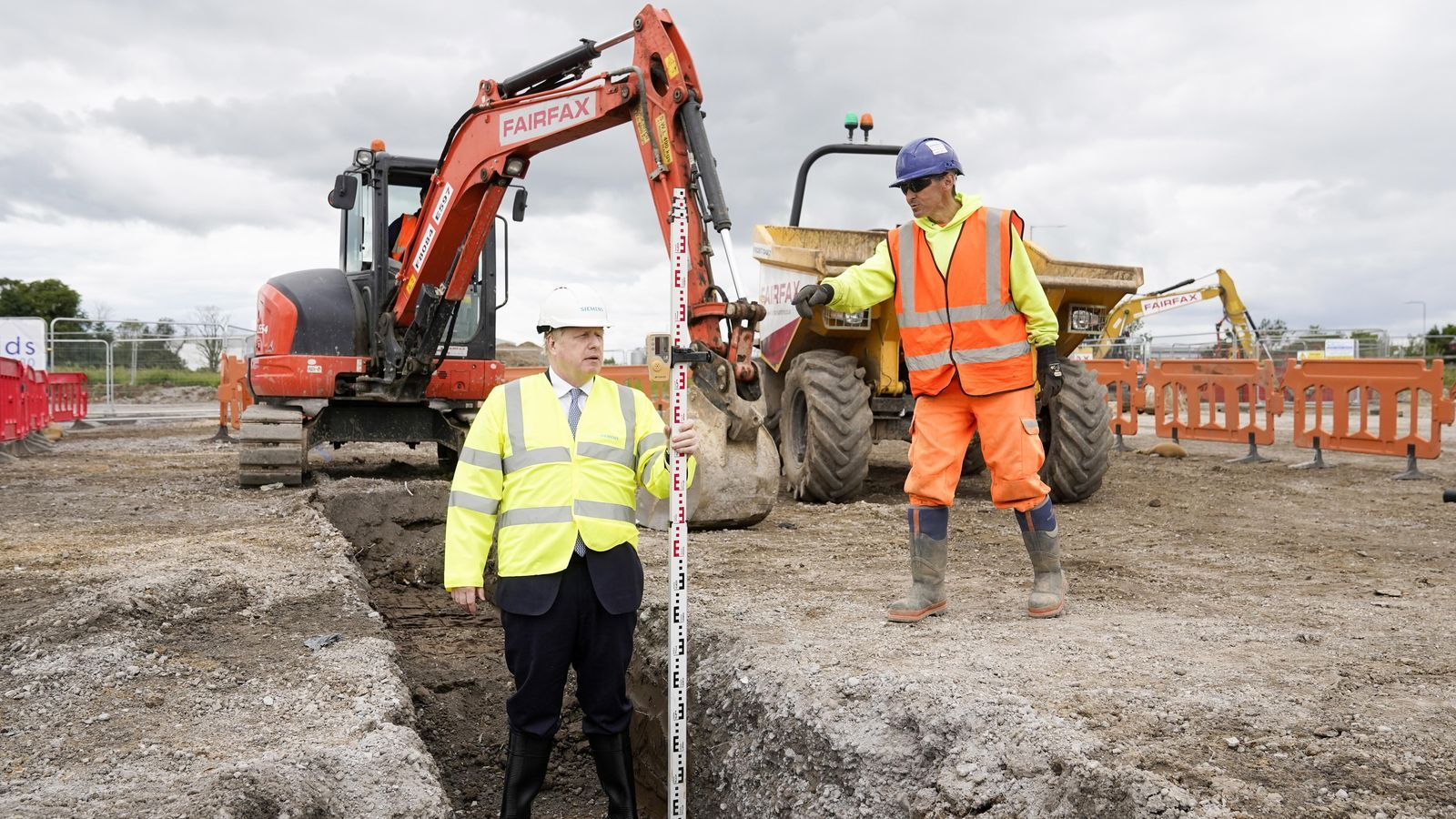 Boris Johnson, durant una visita a unes obres d'una fàbrica de Siemmens, a Goole, nord-est d'Anglaterra