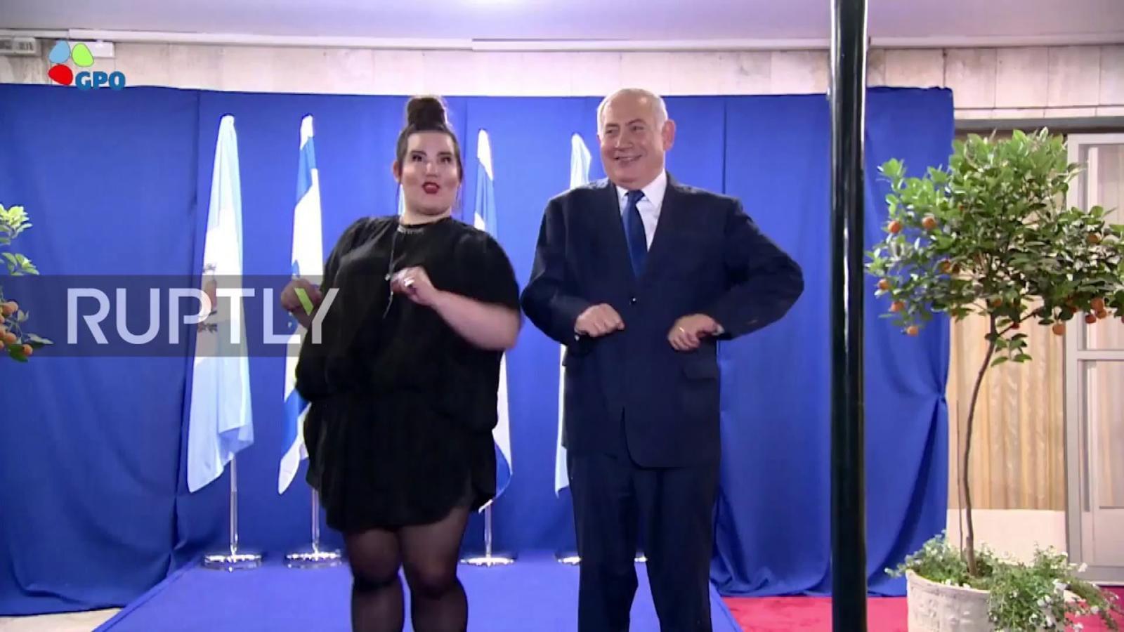 Netanyahu balla amb la guanyadora d'Eurovisió