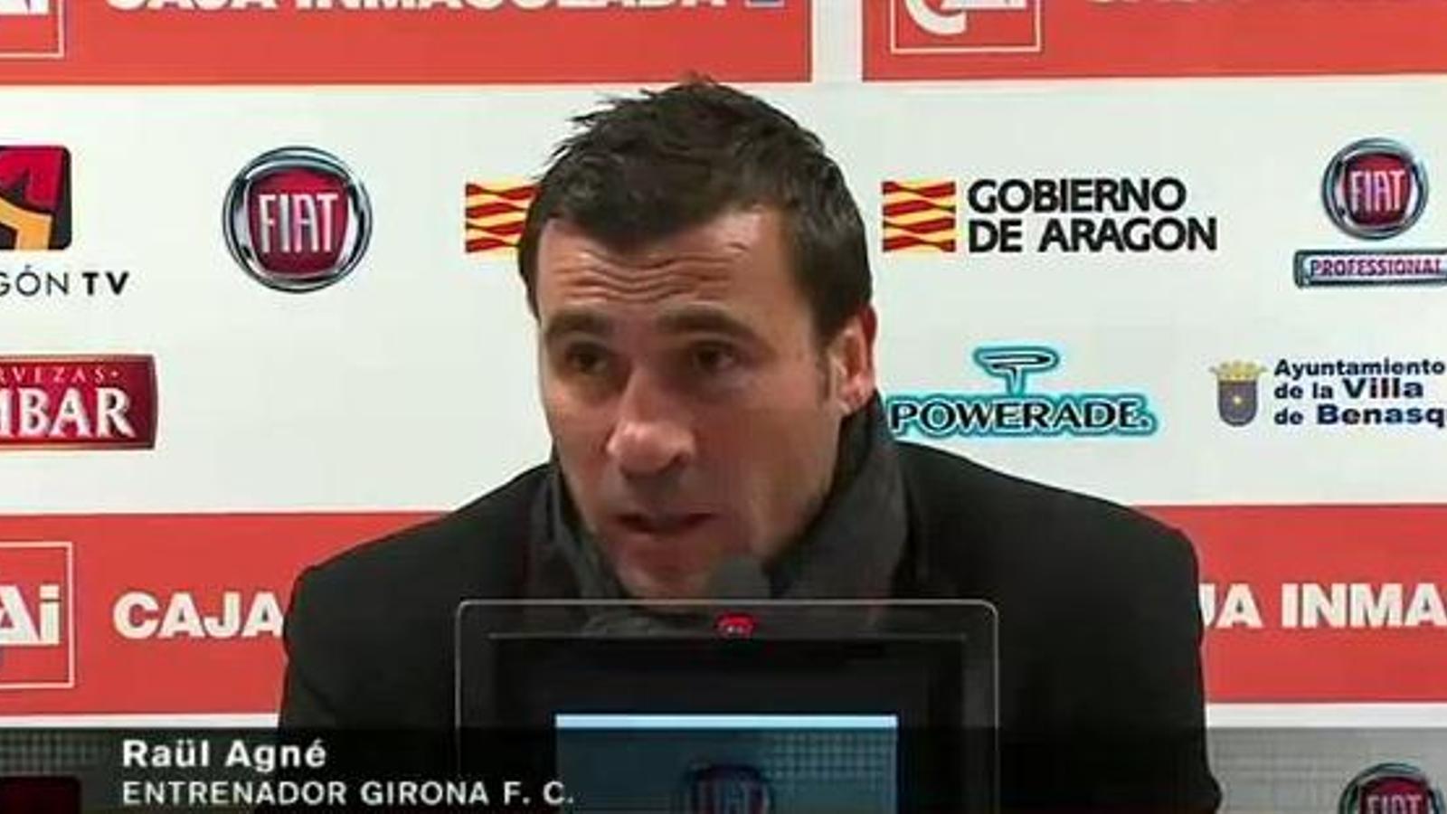 L'entrenador del Girona, Raül Agné, durant la roda de premsa que va deixar a mitges perquè no el deixaven parlar en català