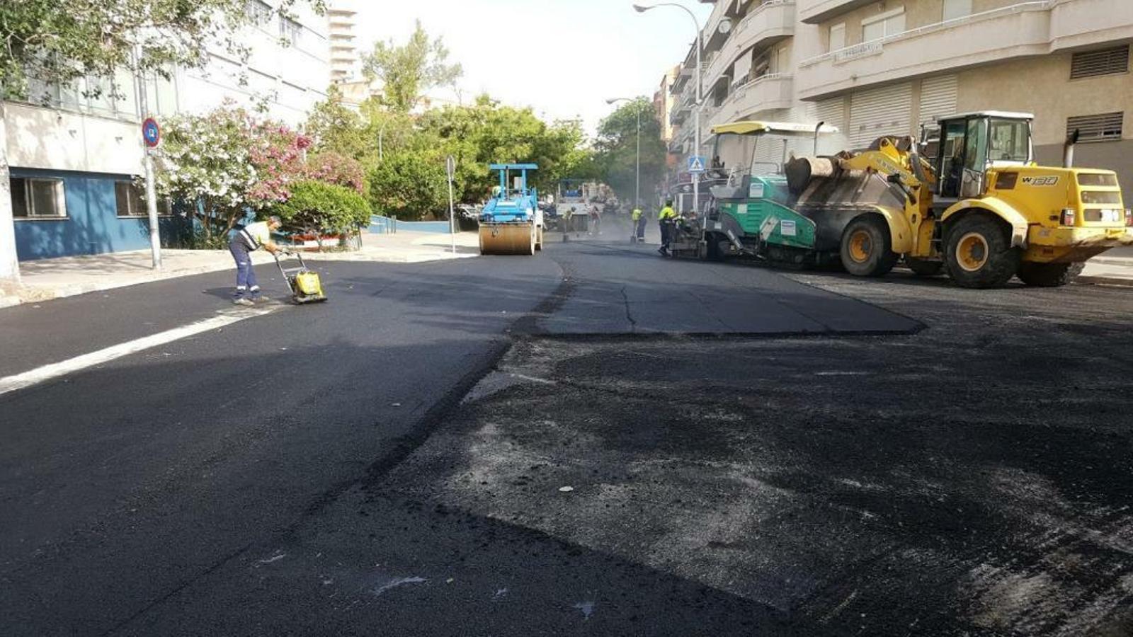 Obres d'asfaltatge a Palma. Imatge d'arxiu