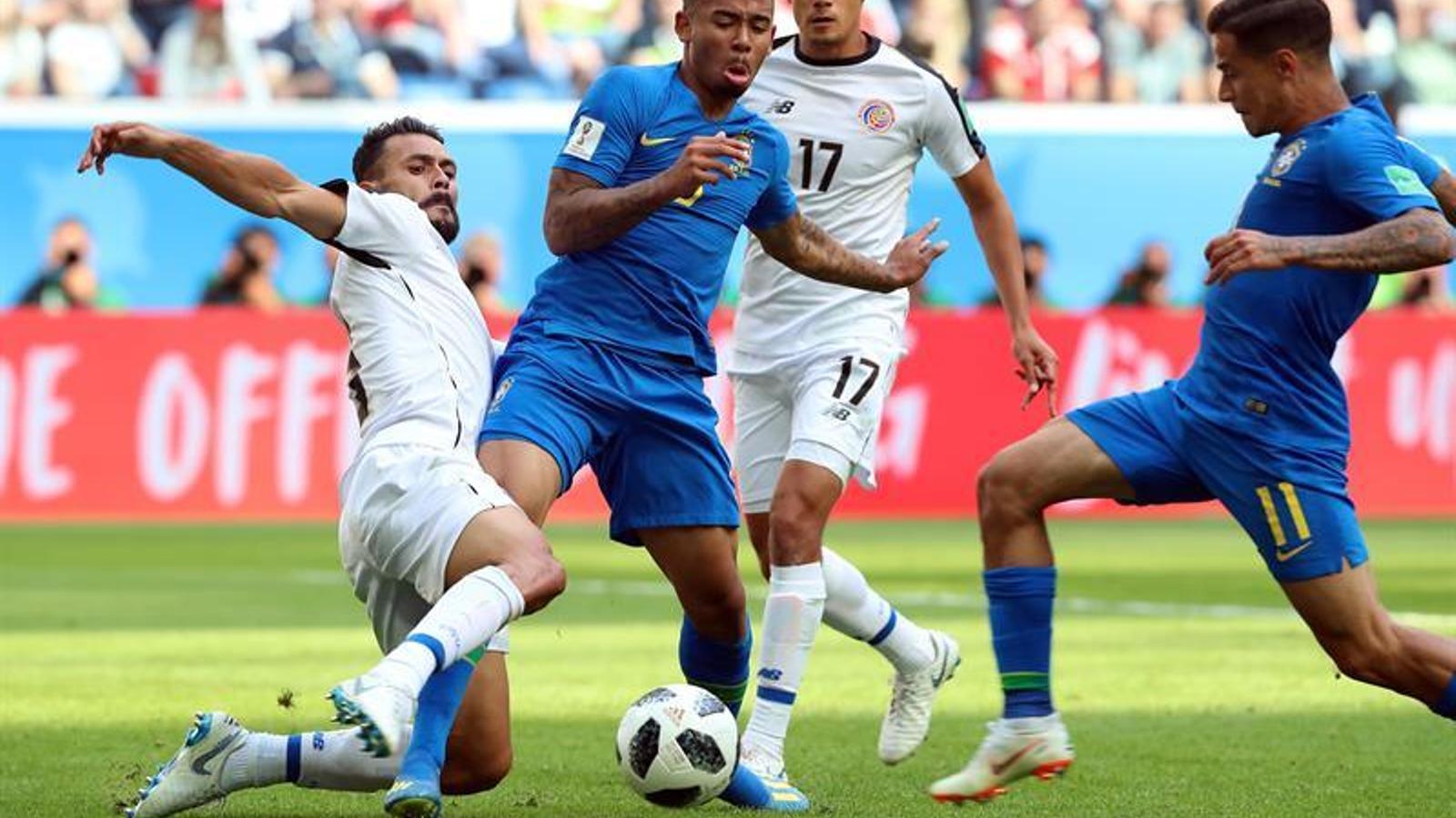Coutinho i Gabriel Jesus, en l'acció de l'1-0