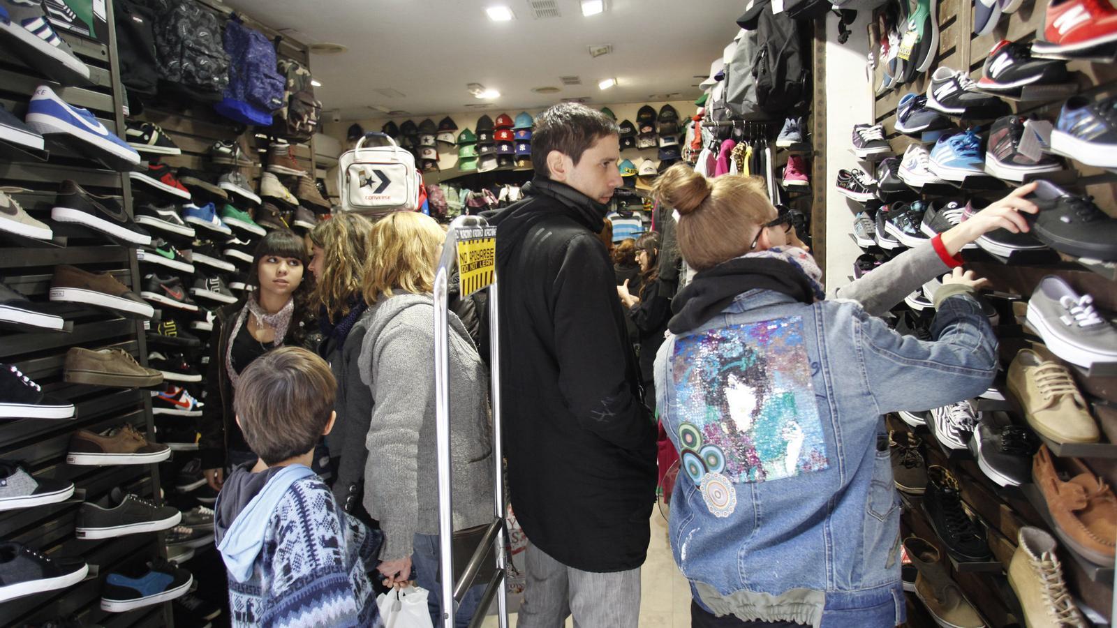 Als joves no els interessa gens la sostenibilitat del consum / MANOLO GARCÍA