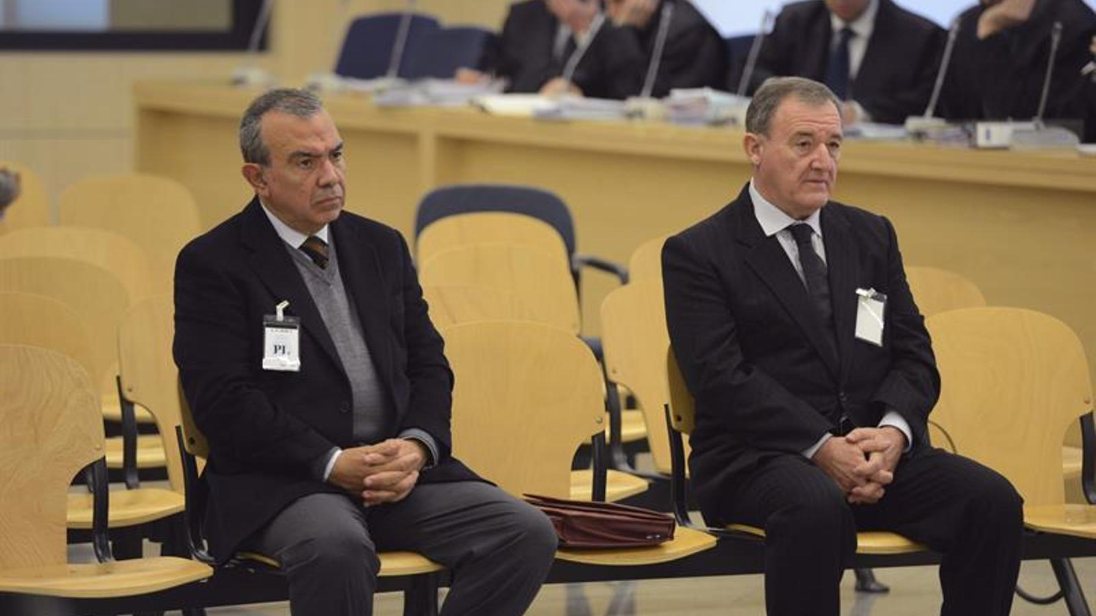 L'ex director general de la CAM Roberto López Abad i l'exdirectiu Juan Ramón Avilés durant el judici celebrat a l'Audiència Nacional. EFE