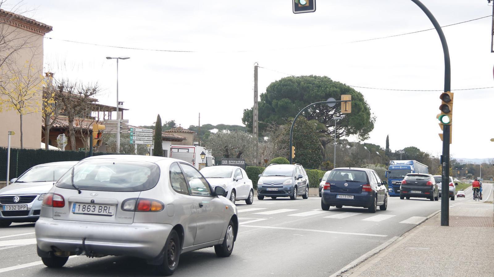 El semàfor de Llambilles (Gironès), en una imatge del desembre del 2019.