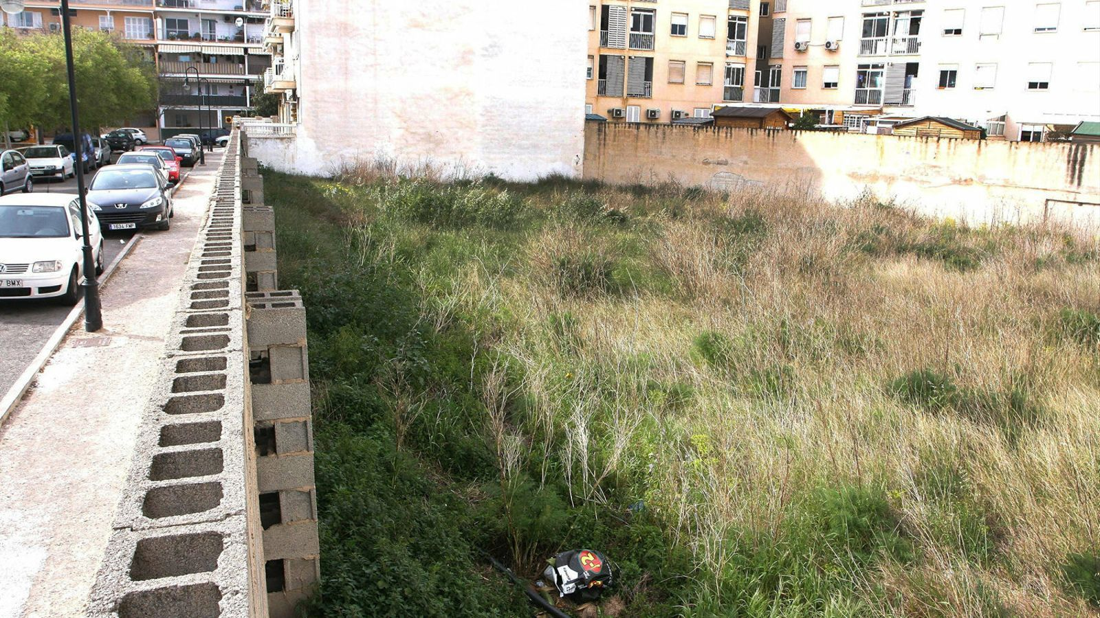 El preu i la falta de sòl urbà impedeixen construir pisos   Per davall dels 200.000 euros