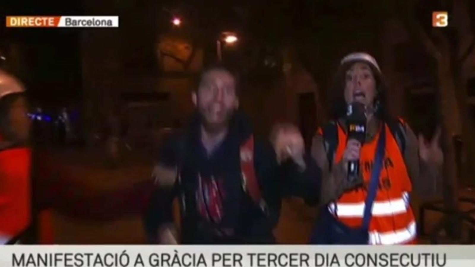 Una reportera de TV3, increpada a Gràcia