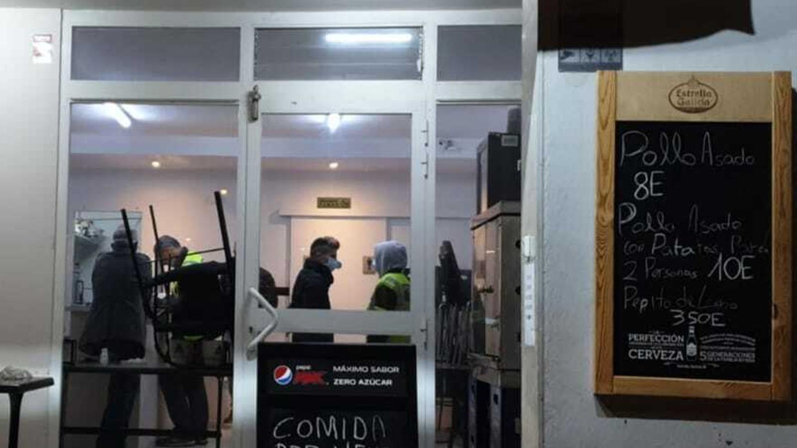 Un dels bars tancats