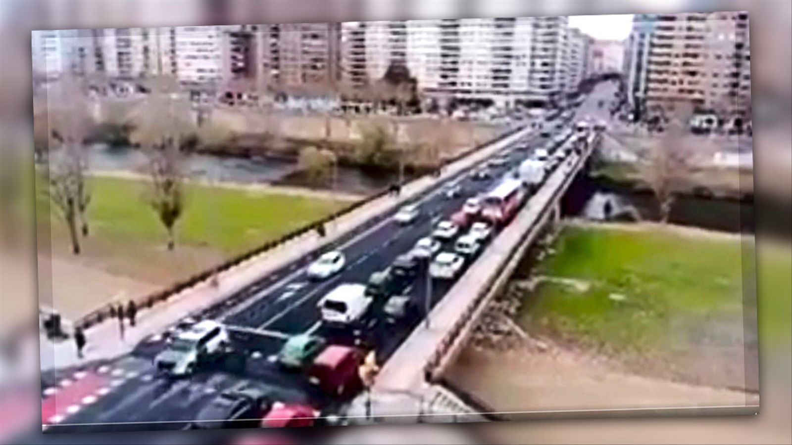 L'anàlisi d'Antoni Bassas: 'Conductors tocant el clàxon sobre el pont del Segre'
