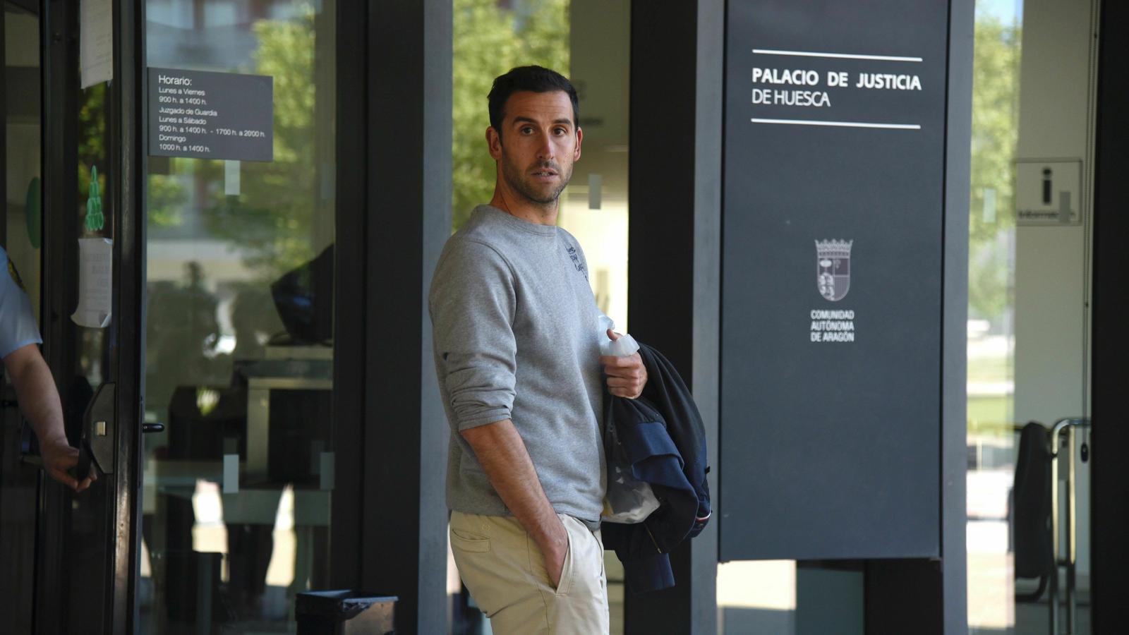 Íñigo López, suspès provisionalment per admetre que l'Osca havia pactat perdre contra el Nàstic