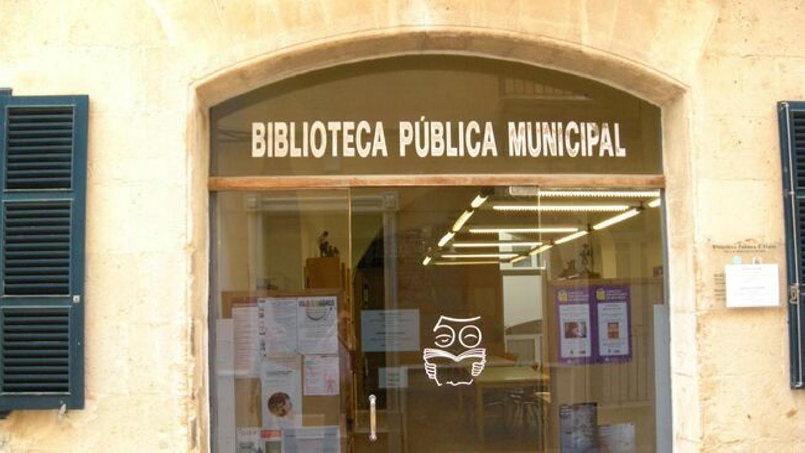 Imatge d'arxiu d'una biblioteca de Menorca.