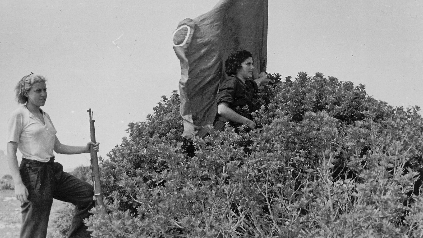 Milicianes al front: ni prostitutes amorals ni dèbils i incapaces