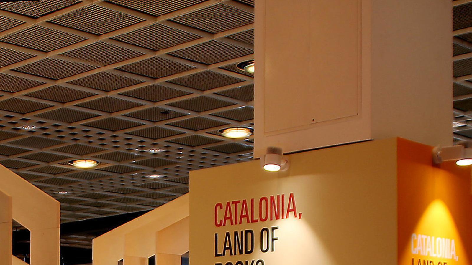 La recerca de nous mercats literaris beneficia el català