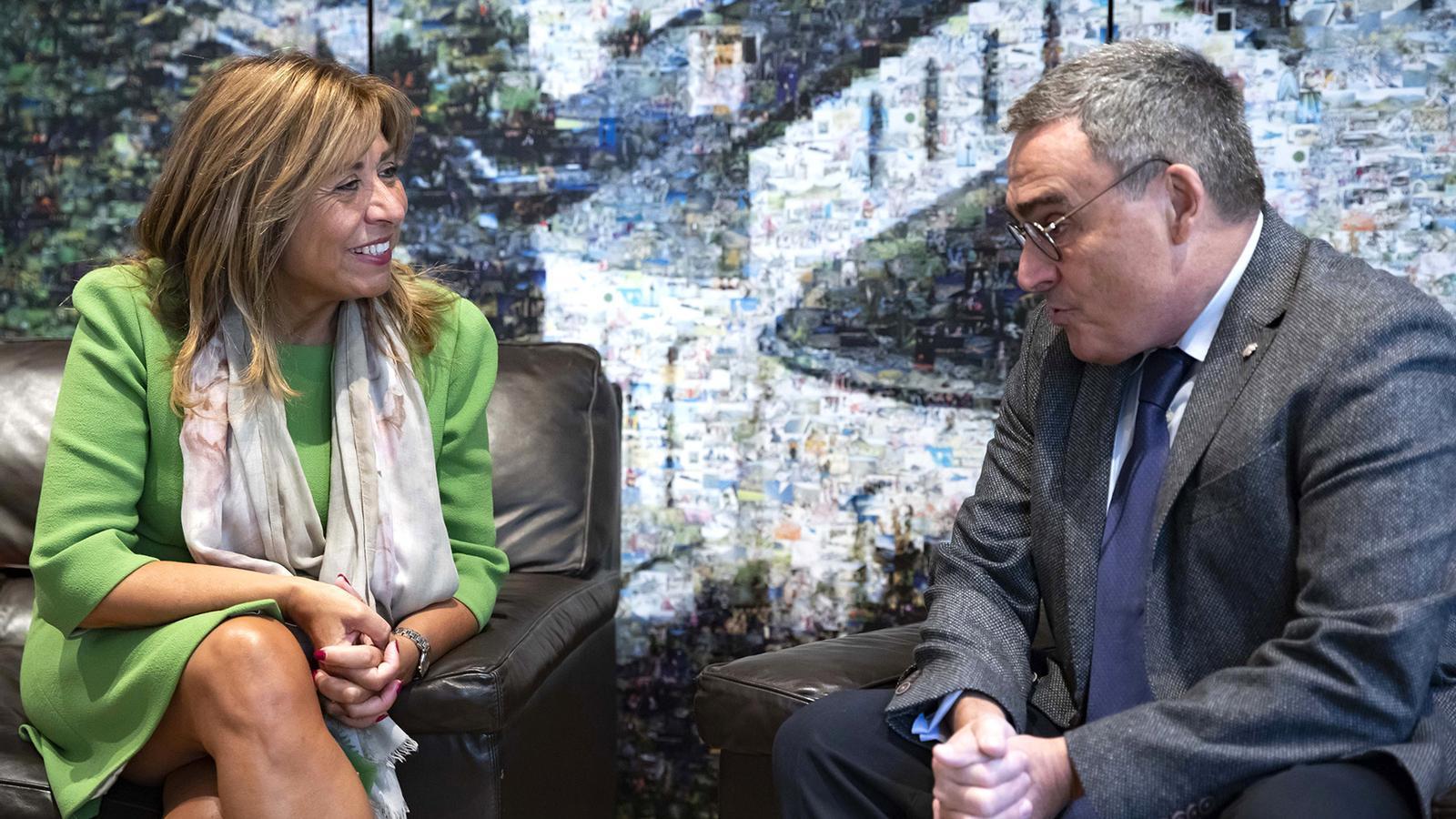 La cònsol major d'Andorra la Vella, Conxita Marsol, amb l'ambaixador d'Espanya, Àngel Ros. / COMÚ D'ANDORRA LA VELLA