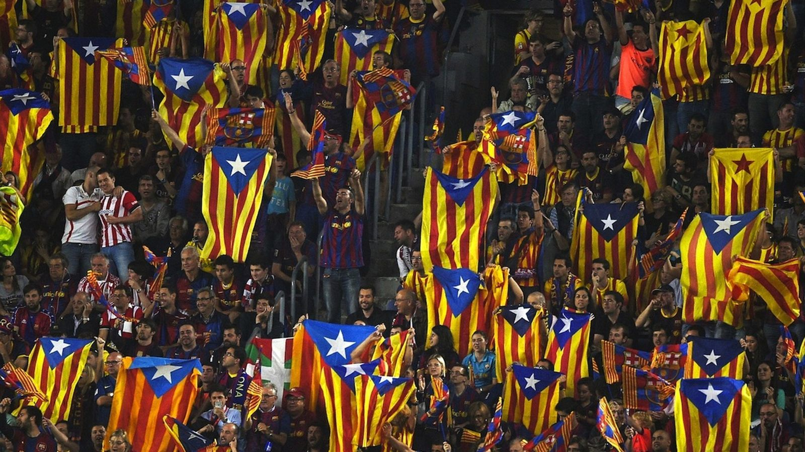 Estelades al Camp Nou durant la final de la Copa del Rei / LLUÍS GENÉ / AFP