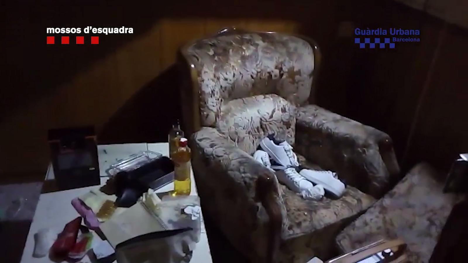 Els Mossos i la Guàrdia Urbana tapien dos narcopisos al Raval