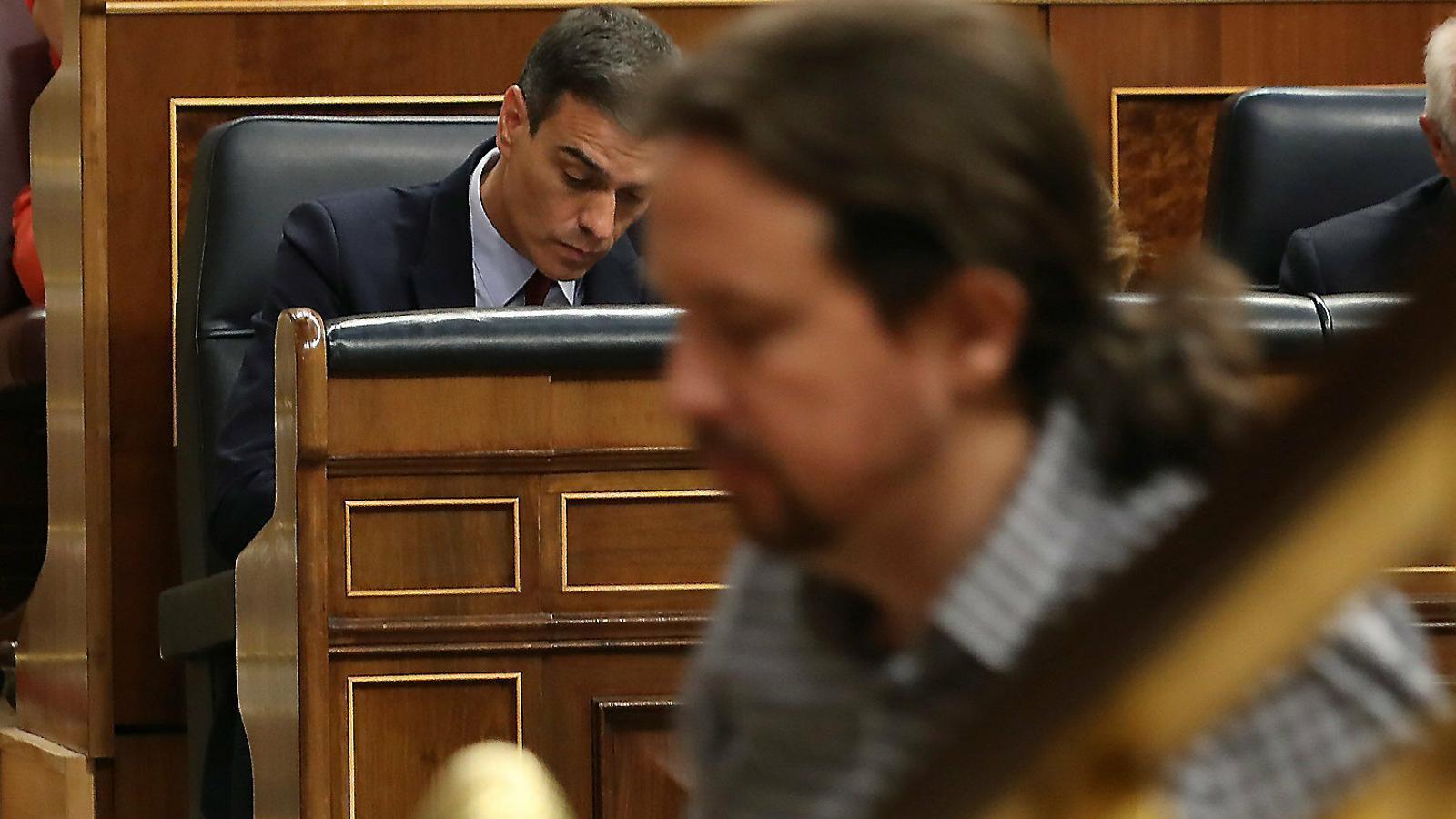Sánchez i Iglesias topen al Congrés i revifen el fantasma electoral